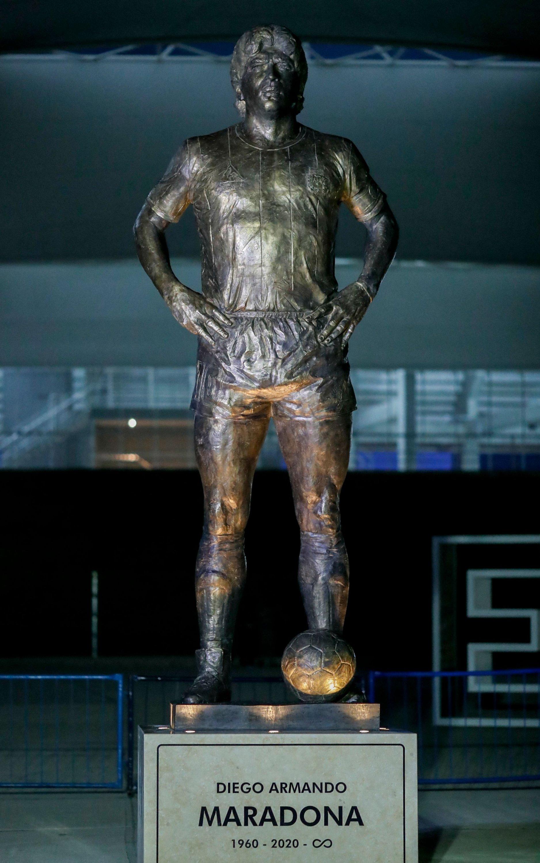 A 5-meter statue of late Argentine football star Diego Armando Maradona outside the Estadio Unico Madre de Ciudades, Santiago del Estero, Argentina, June 3, 2021. (AFP Photo)