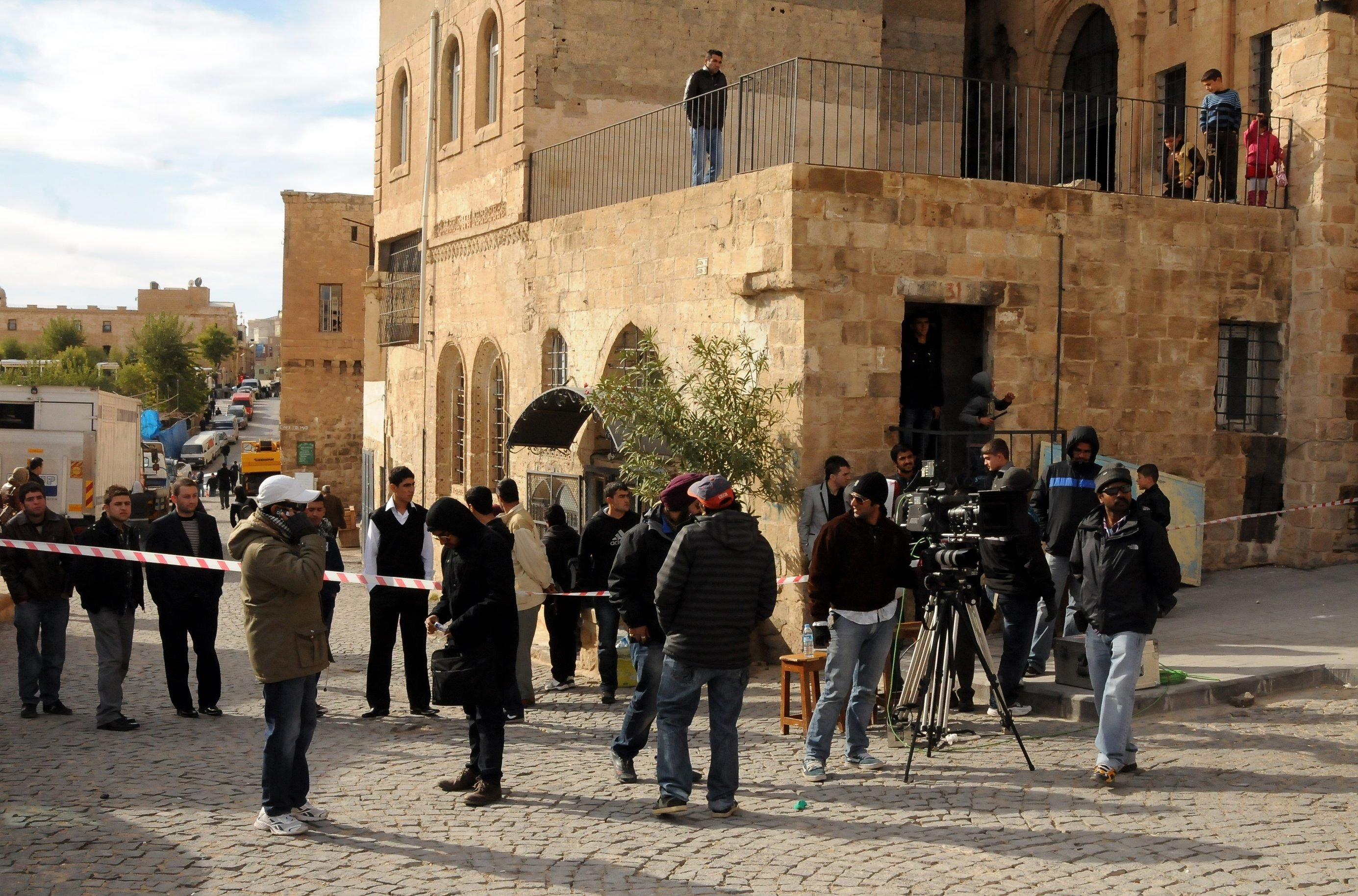 """The crew of """"Ek tha Tiger"""" (""""Once There was a Tiger"""") during the shootings in Mardin, southeastern Turkey, Nov. 8, 2011. (AA Photo)"""