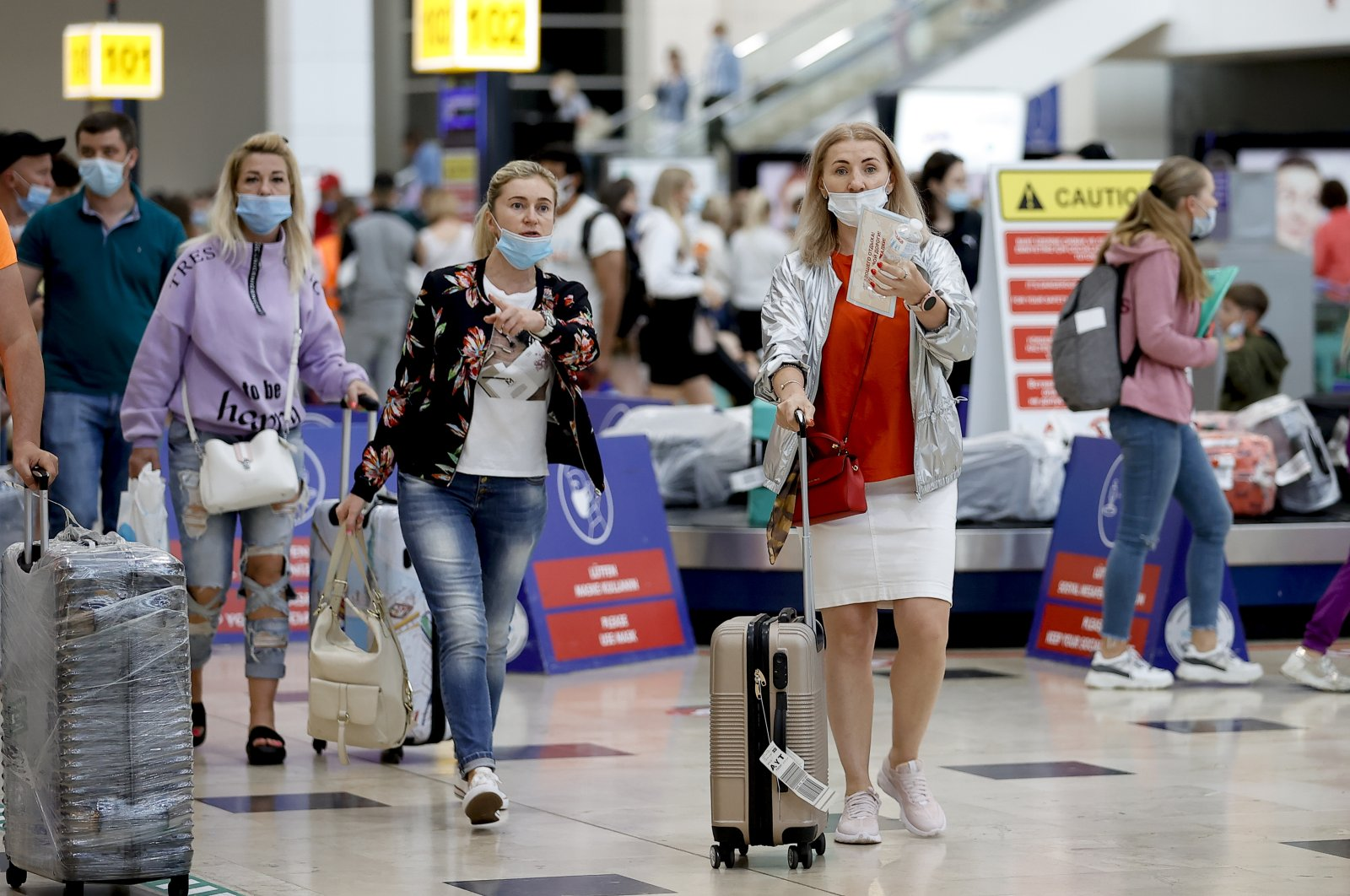 Russian tourists walk at an airport in the southern province of Antalya, Turkey, June 22, 2021. (AA Photo)