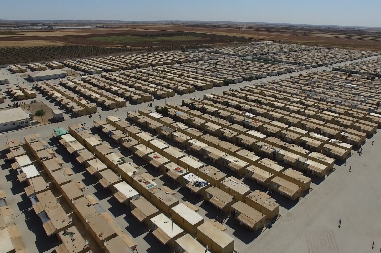 Rows of temporary structures line a Syrian refugee camp in Kilis, Turkey, May 29, 2018. (Shutterstock File Photo)