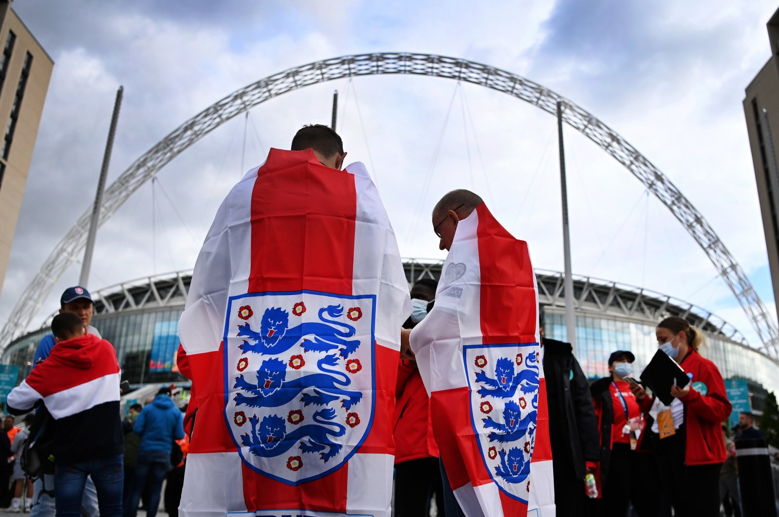 England fans arrive at Wembley Stadium ahead of the UEFA Euro 2020 Group D match between the Czech Republic and England in London, England, June 22, 2021. (EPA Photo)