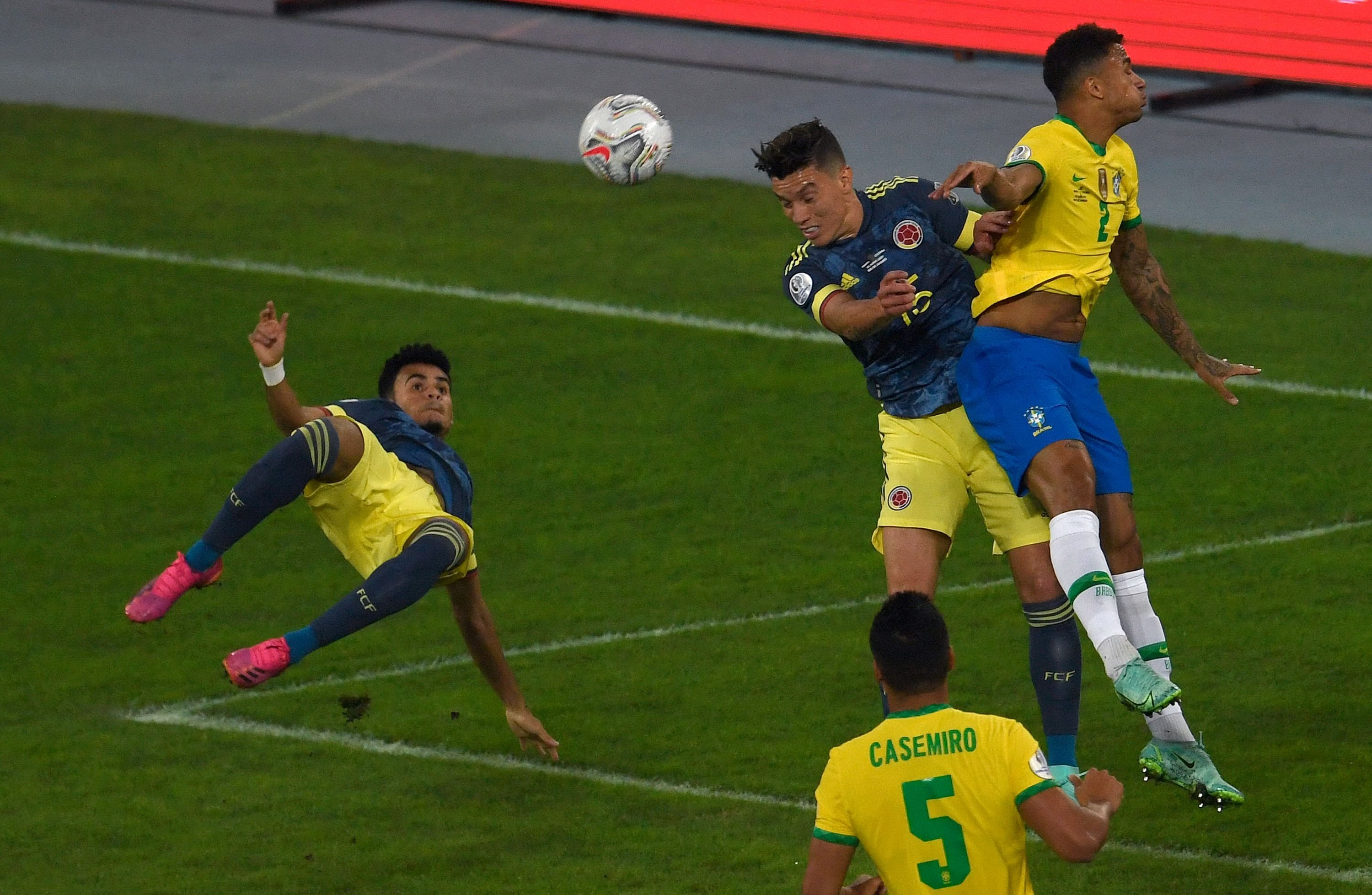 Colombia's Luis Diaz (L) prepares to shoot and score against Brazil during a Copa America 2021 group phase match at the Nilton Santos Stadium in Rio de Janeiro, Brazil, June 23, 2021.(AFP Photo)