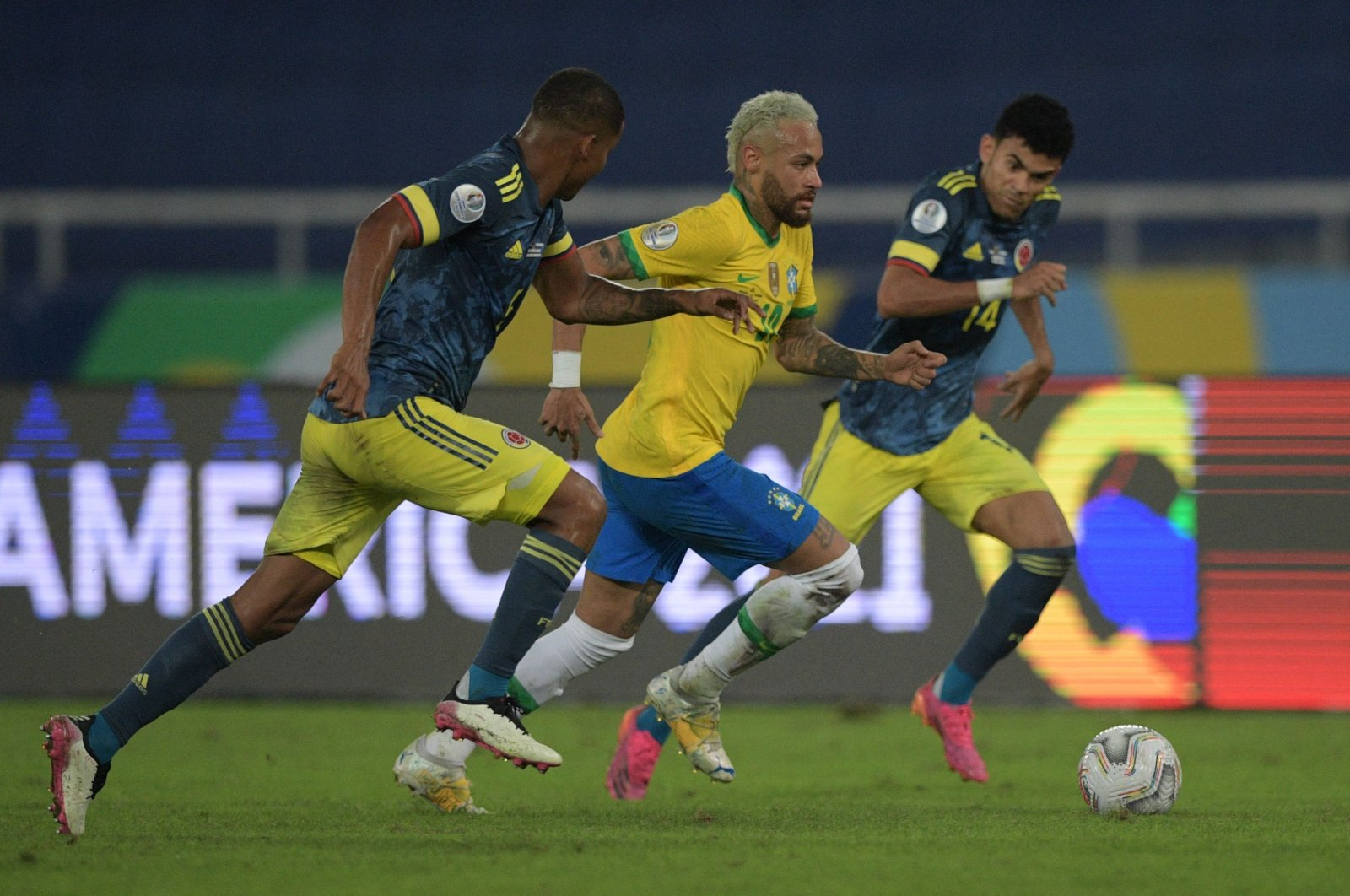 Brazil's Neymar (C) goes past Colombia's William Tesillo (L) and Luis Diaz during a Copa America 2021 match at the Nilton Santos Stadium in Rio de Janeiro, Brazil, June 23, 2021. (AFP Photo)