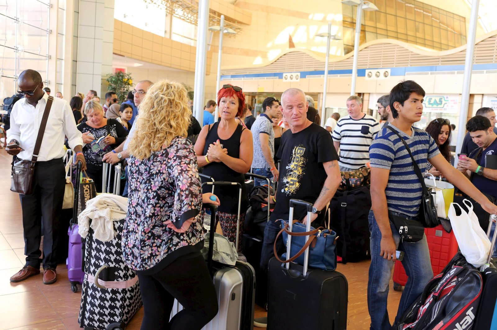 Passengers from an Easy Jet flight to Britain which got canceled wait at the airport of the Red Sea resort of Sharm el-Sheikh till they get another announcement, Sharm el-Sheikh, Egypt, Nov. 6, 2015. (Reuters Photo)
