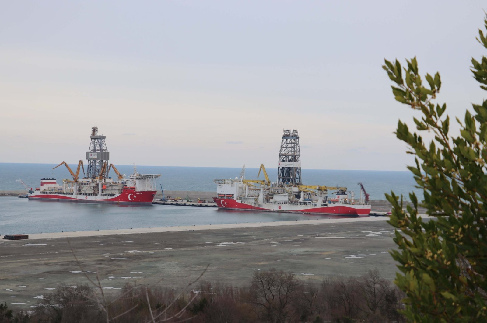 Turkey's drilling vessels Kanuni (L) and Fatih at the Port of Filyos, Zonguldak, Turkey, March, 20, 2021. (AA Photo)