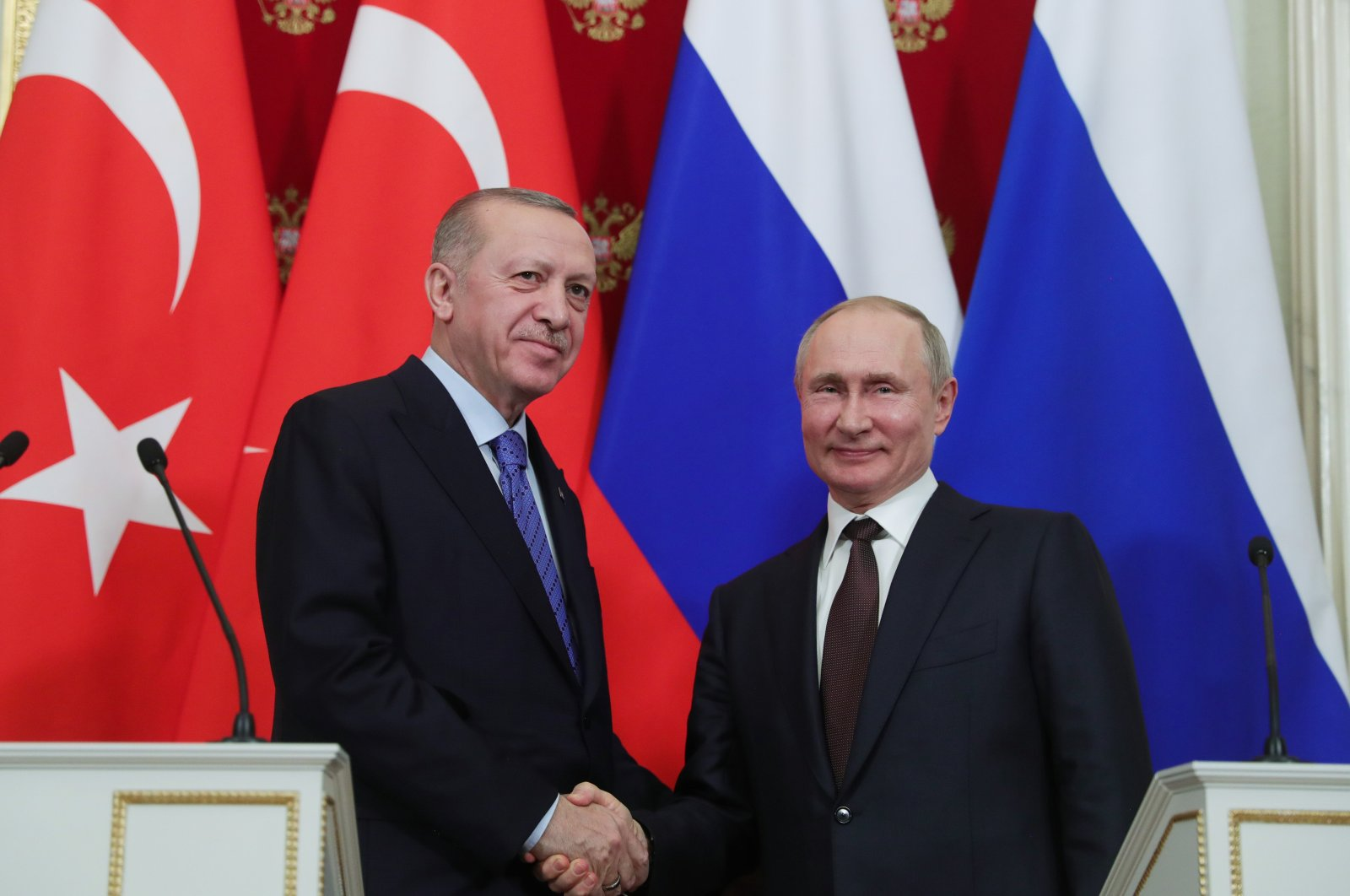 President Recep Tayyip Erdoğan (L) and Russia's President Vladimir Putin shake hands after a joint news conference in Moscow, Russia, March 6, 2020. (AA Photo)