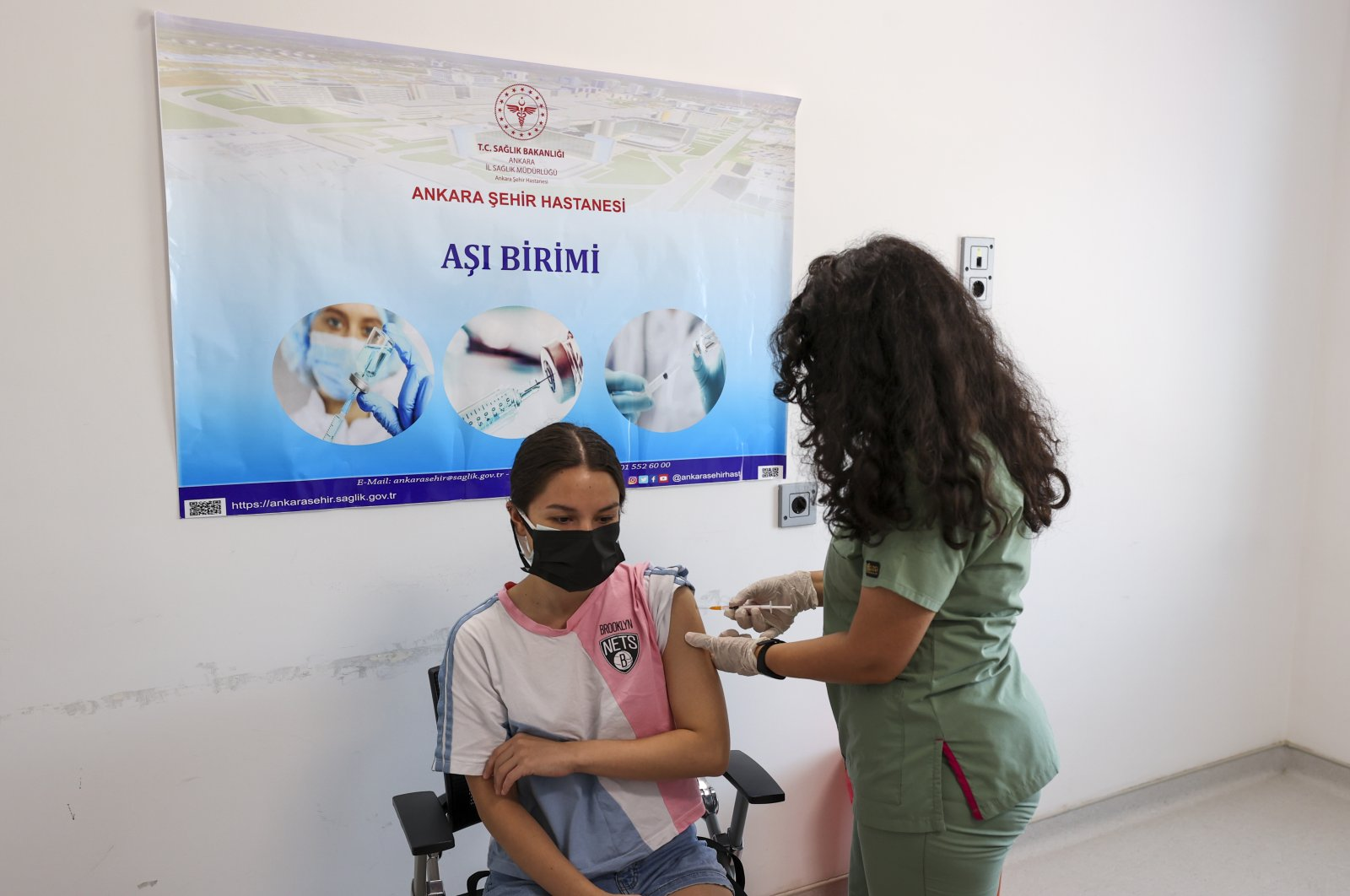 A nurse administers the first dose of vaccine to Aslı Cansu Bora at a hospital, in the capital Ankara, Turkey, June 25, 2021. (AA PHOTO)