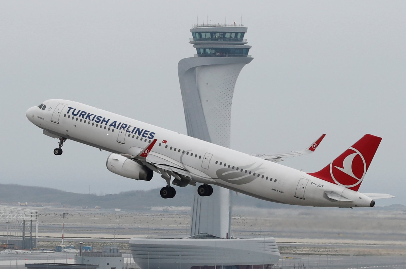 A Turkish Airlines plane takes off from Istanbul Airport in Istanbul, Turkey, April 6, 2019. (Reuters Photo)