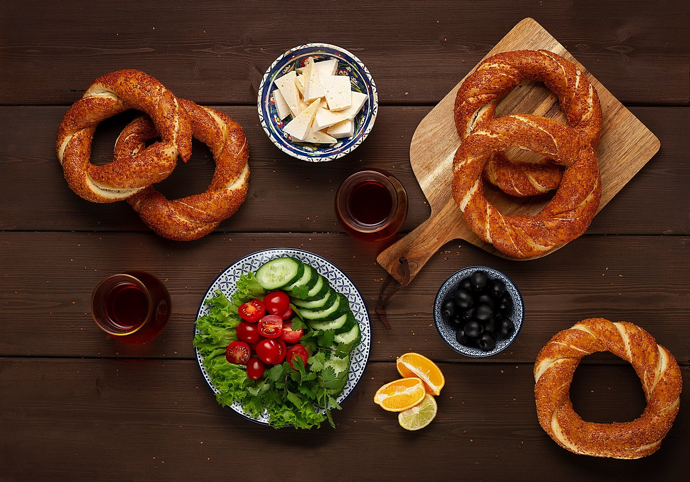 Simit is one of the most popular Turkish breakfast snacks. (Shutterstock Photo)