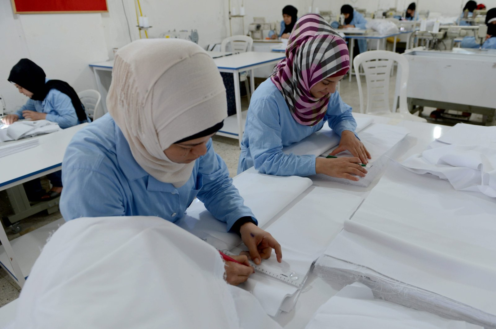 Syrian women attend sewing classes endorsed by the local lifelong learning directorate, in Kilis, southern Turkey, July 16, 2016. (AA PHOTO)