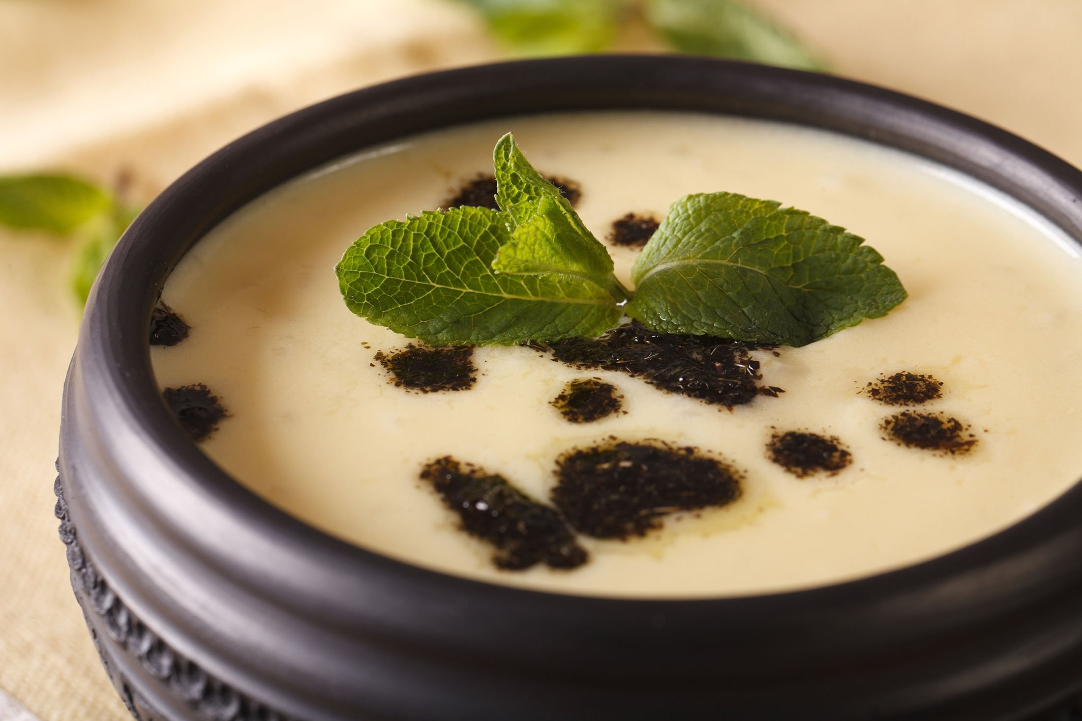 """Turkısh yogurt-based soup """"yayla çorbası."""" (Shutterstock Photo)"""