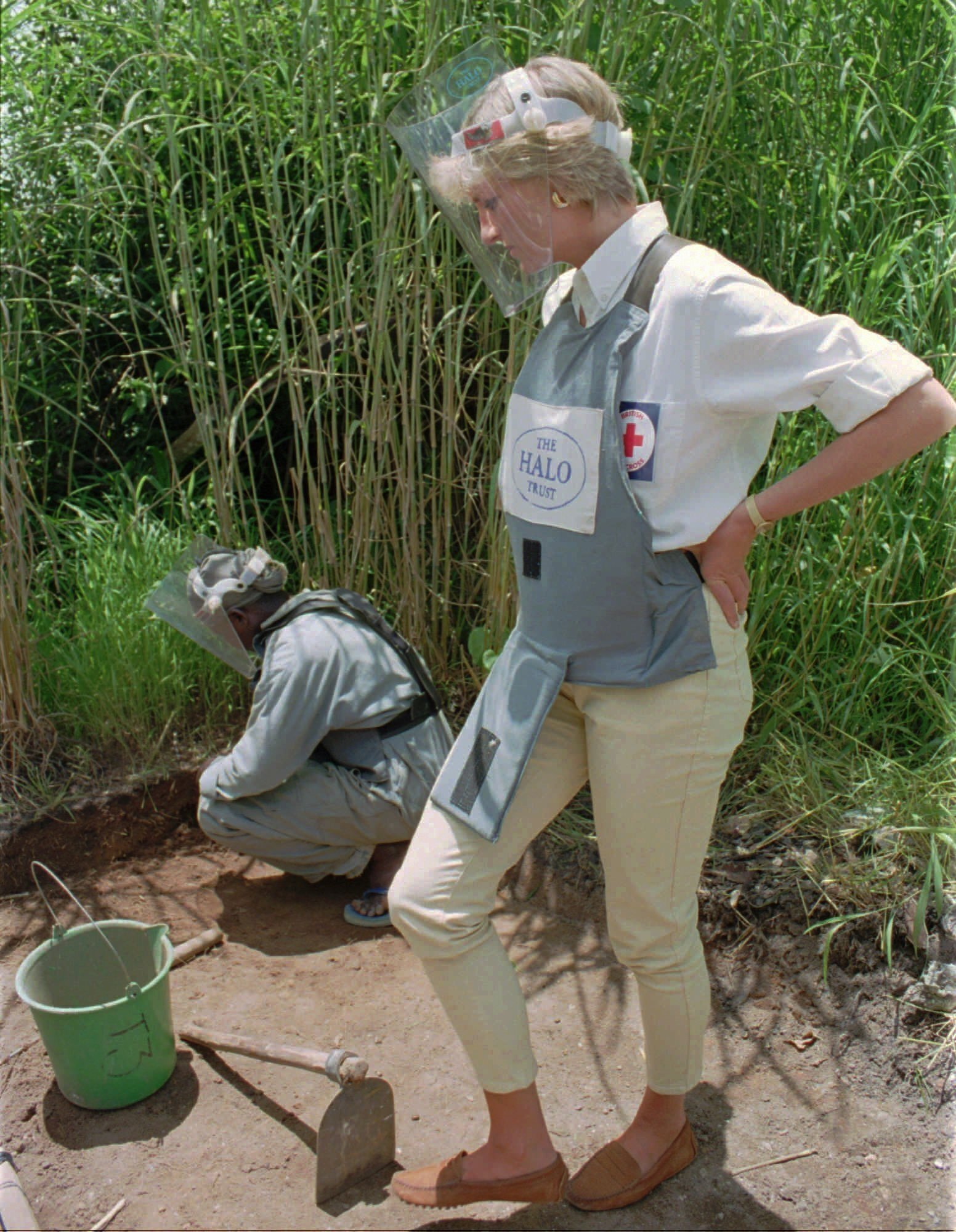 Diana, Princess of Wales, wearing protective gear, watches a land-mine clearing demonstration in Huambo, one of the most densely mined areas in the country, central Angola, Jan. 15, 1997. (AP Photo)