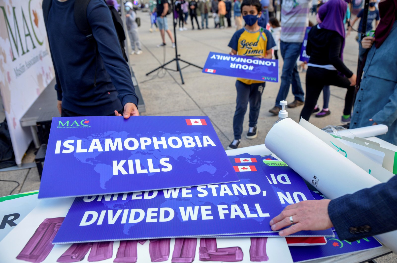 Attendees return signs after a rally to highlight Islamophobia, sponsored by the Muslim Association of Canada, Toronto, Ontario, Canada, June 18, 2021. (REUTERS Photo)