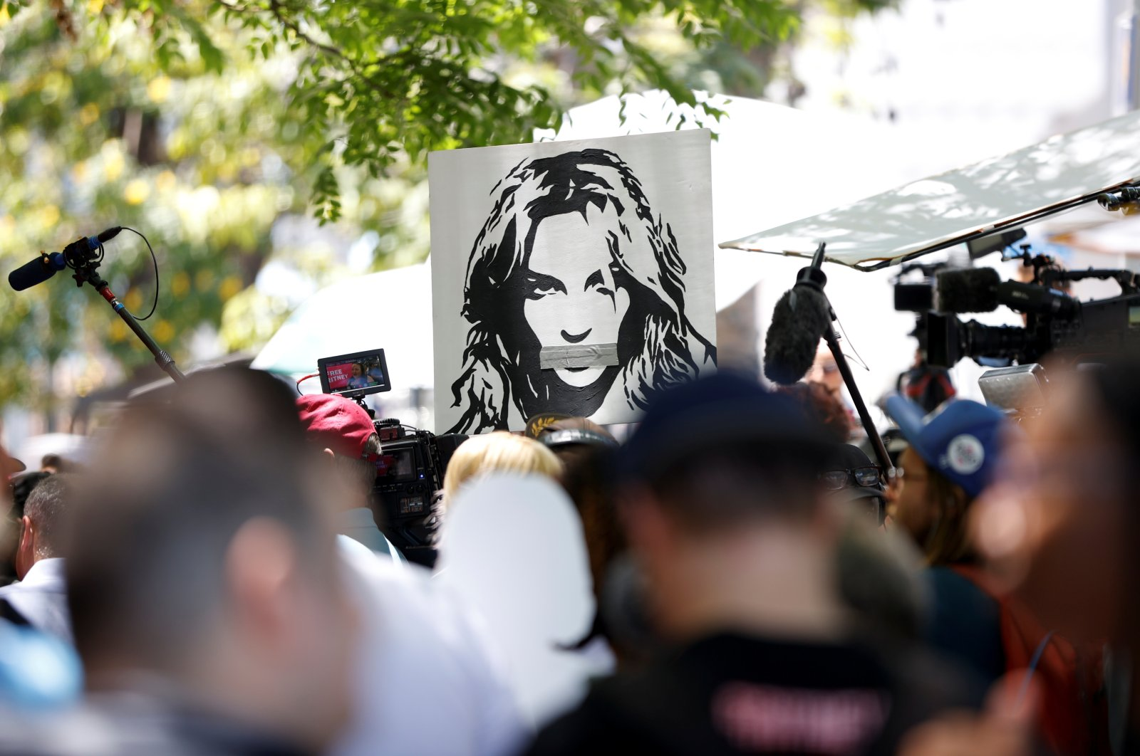 People protest in support of pop star Britney Spears on the day of her conservatorship case hearing at Stanley Mosk Courthouse in Los Angeles, California, U.S., June 23, 2021. (Reuters Photo)