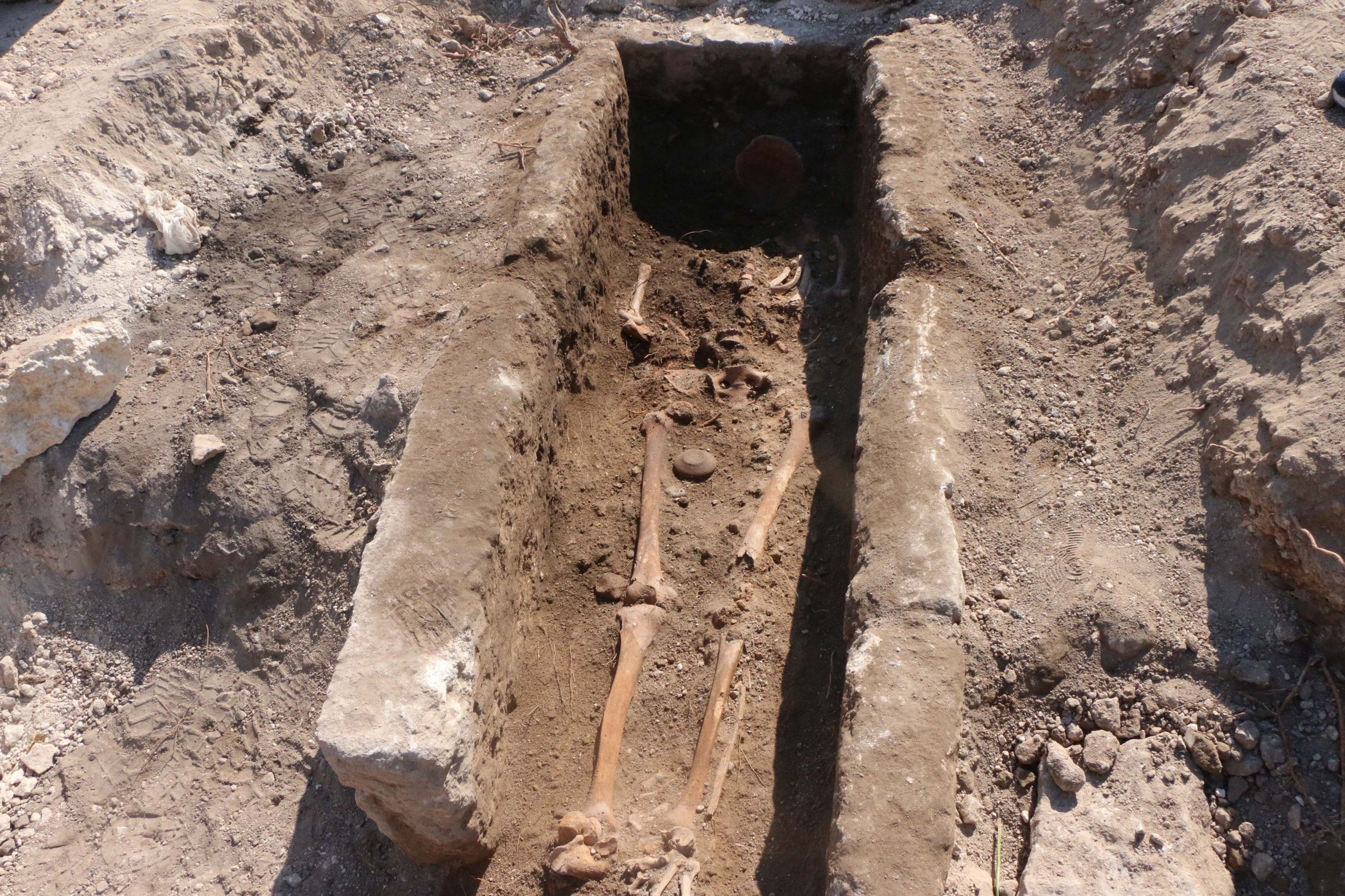A thousand-year-old skeleton found in the ancient city of Perre, Adıyaman, southeastern Turkey, July 1, 2021. (DHA)