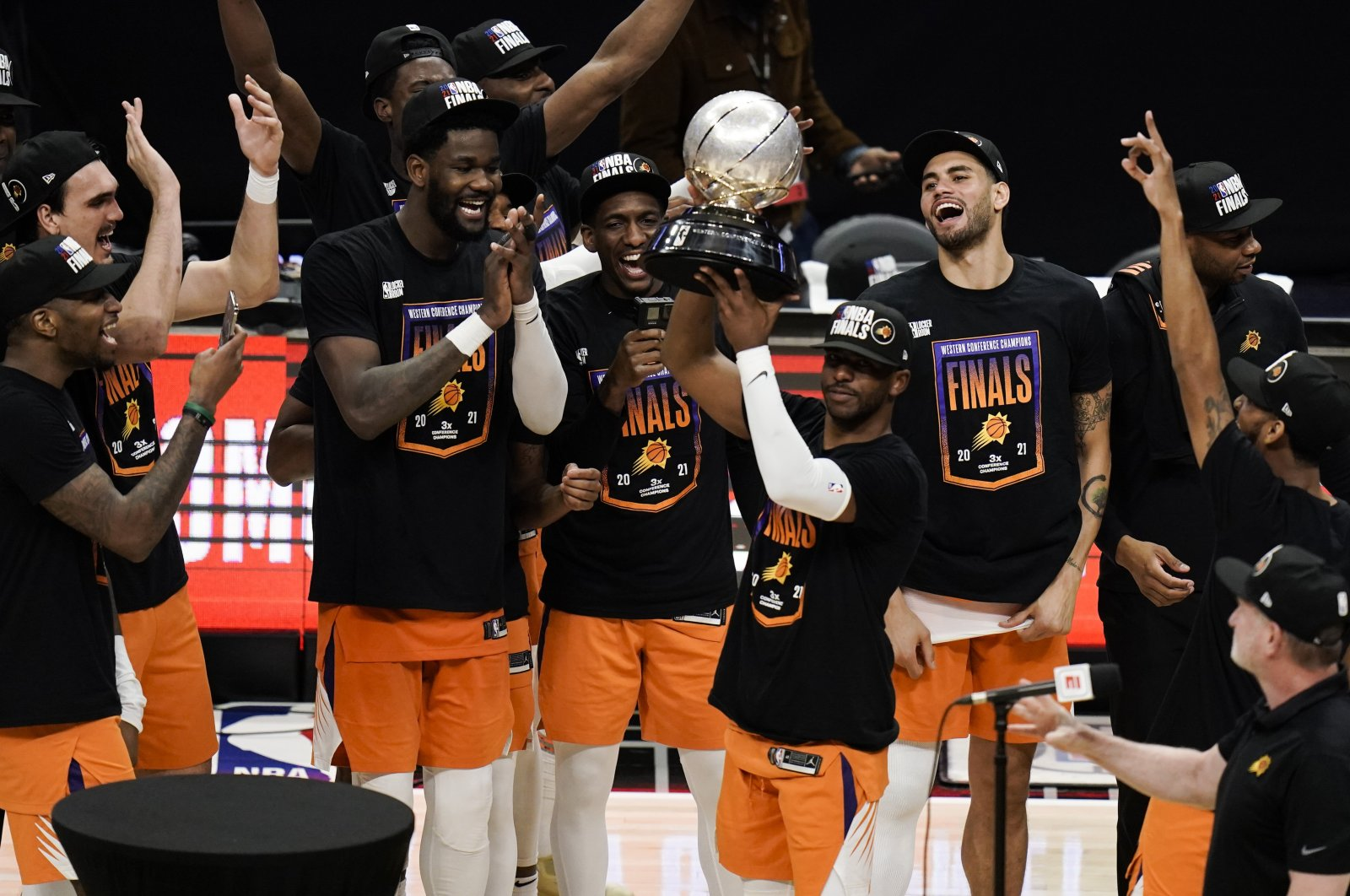 Phoenix Suns' Chris Paul lifts the trophy as he and his teammates celebrate after defeating the Los Angeles Clippers in Game 6 of the NBA basketball Western Conference Finals, June 30, 2021, Los Angeles, U.S. (AP Photo)