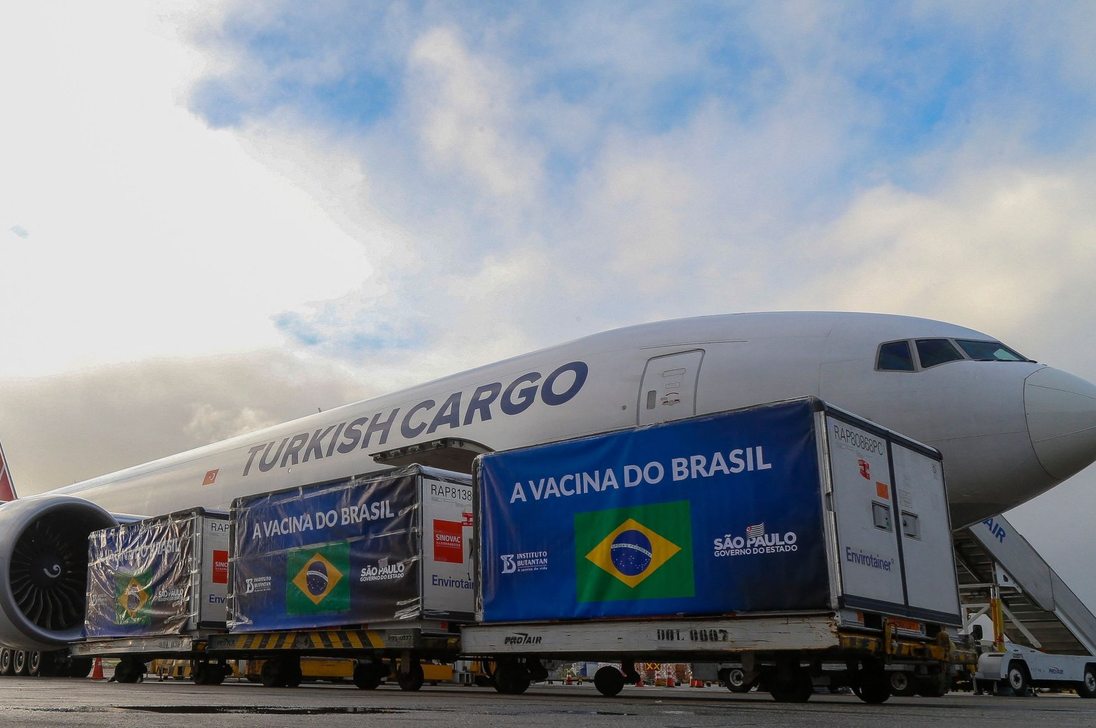 Containers carrying Active Pharmaceutical Ingredients (IFA) to manufacture CoronaVac vaccines, are unloaded from a Turkish Cargo plane at Guarulhos International Airport in Sao Paulo, Brazil, April 19, 2021. (AFP Photo)
