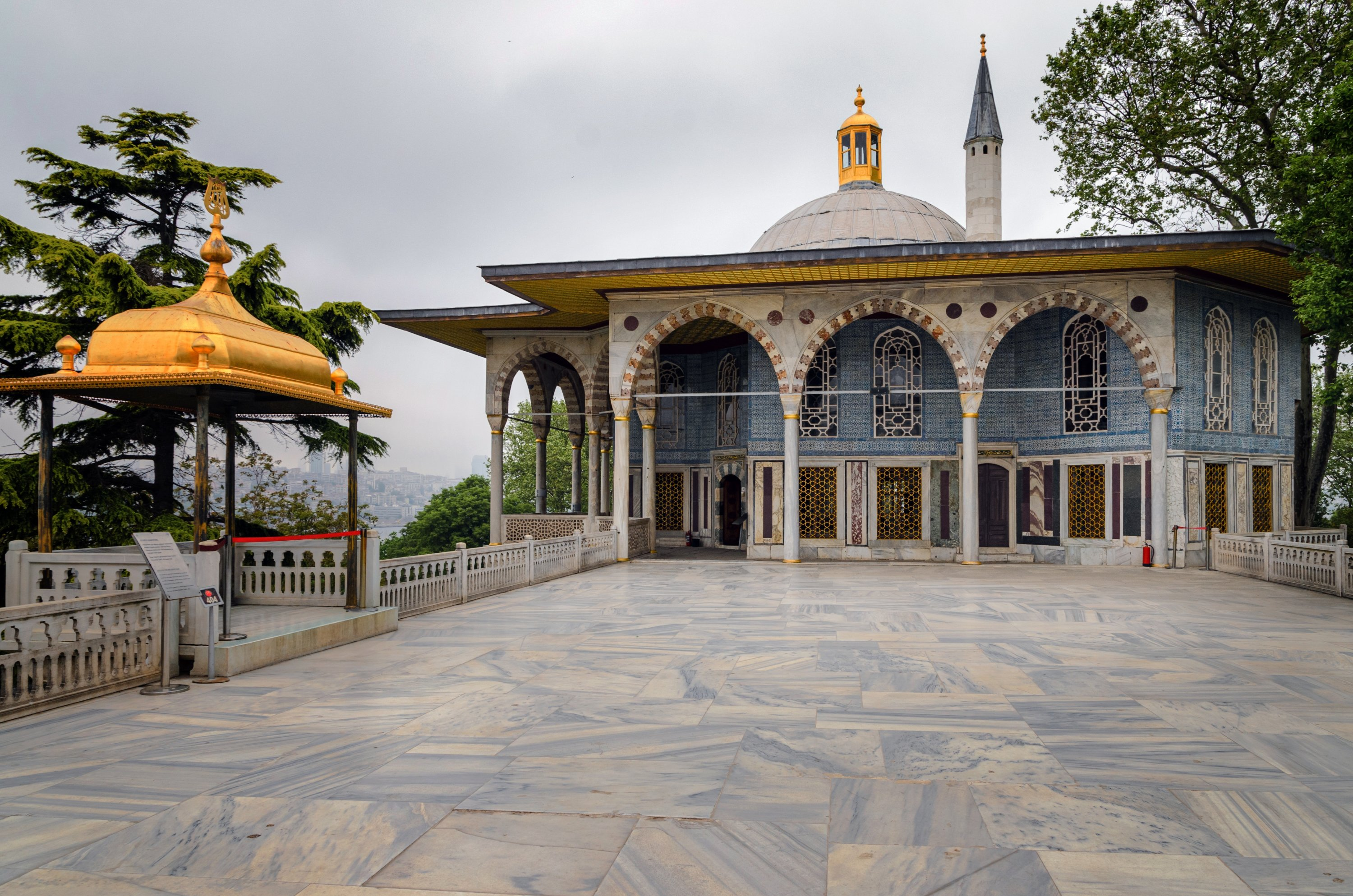 The gorgeous decorated buildings in Topkapı Palace. (Shutterstock Photo)
