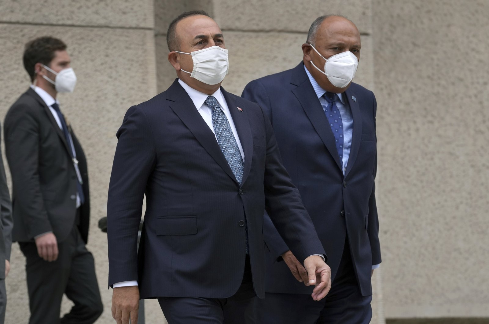 """Turkish Foreign Minister Mevlüt Çavuşoğlu (L) and his counterpart from Egypt, Sameh Shoukry (R), arrive for a group photo during the """"Second Berlin Conference on Libya"""" at the foreign office in Berlin, Germany, June 23, 2021. (AP Photo)"""