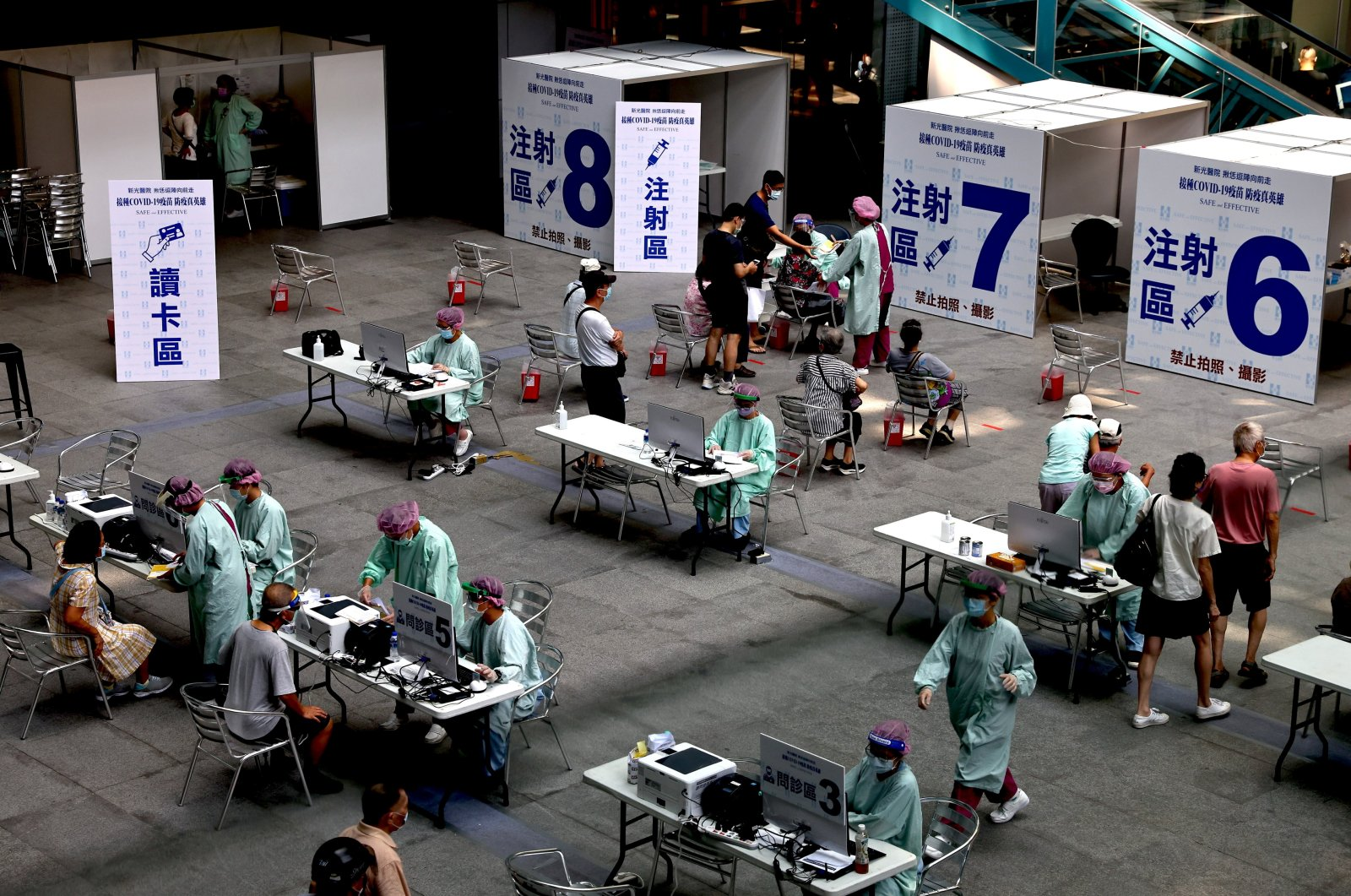 People wait to receive a dose of the Moderna vaccine at the National Taiwan Science Education Center in Taipei City, Taiwan, July 3, 2021. (Reuters Photo)