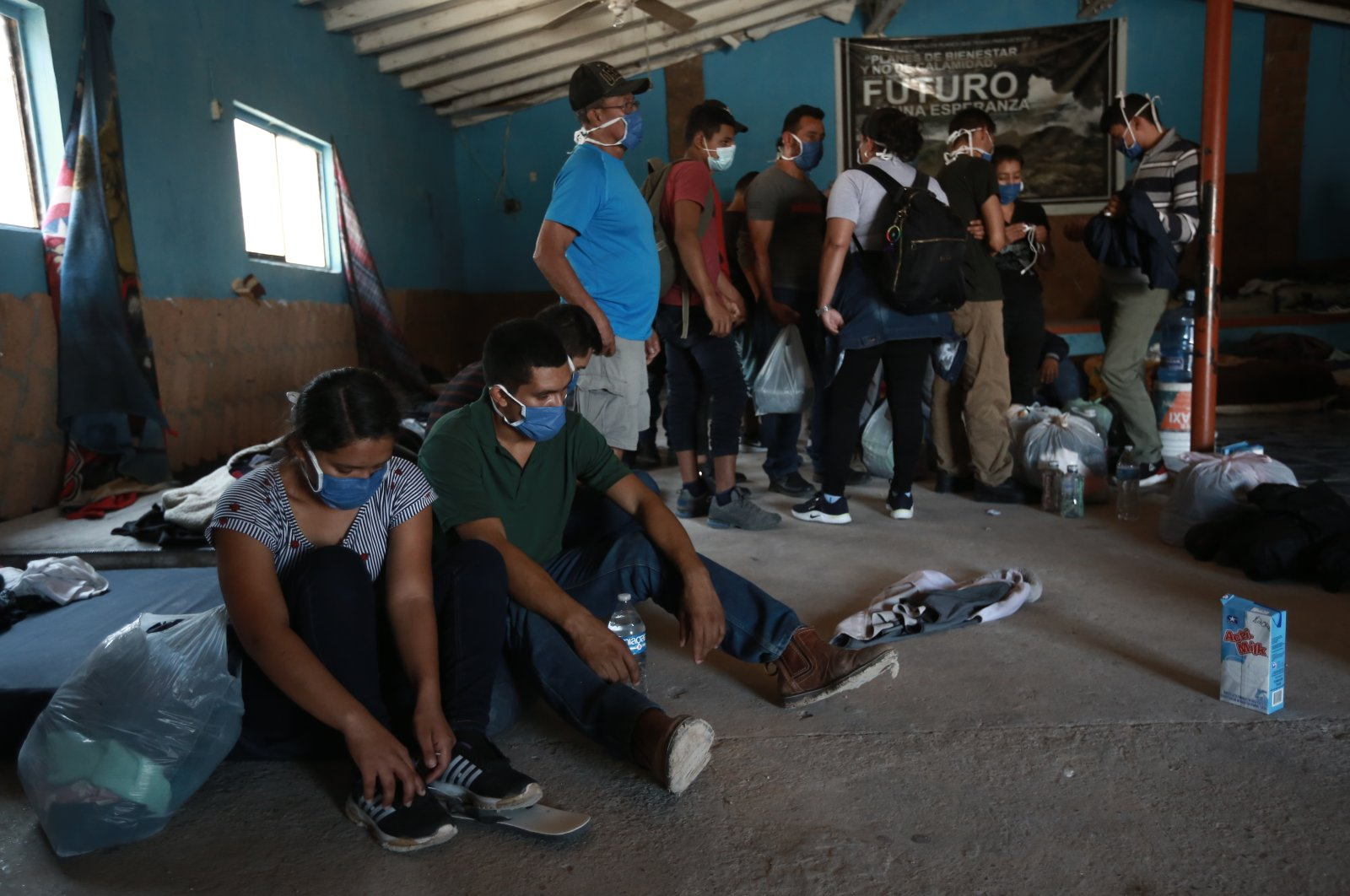Authorities allow migrants to prepare before being escorted out of a house controlled by human smugglers, Ciudad Juarez, Mexico, July 3, 2021. (AP PHOTO)
