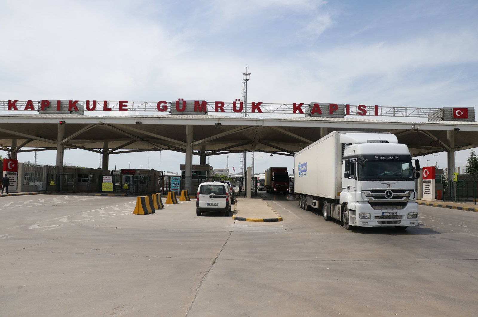 Trucks pass the Kapıkule border gate along the Turkish-Bulgarian border, Dec. 7, 2020. (IHA Photo)