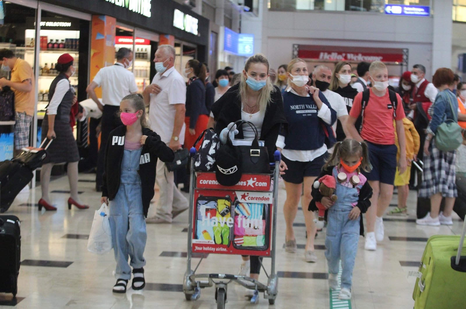 Russian tourists arrive in the southern province of Antalya, Turkey, June 24, 2021. (IHA Photo)