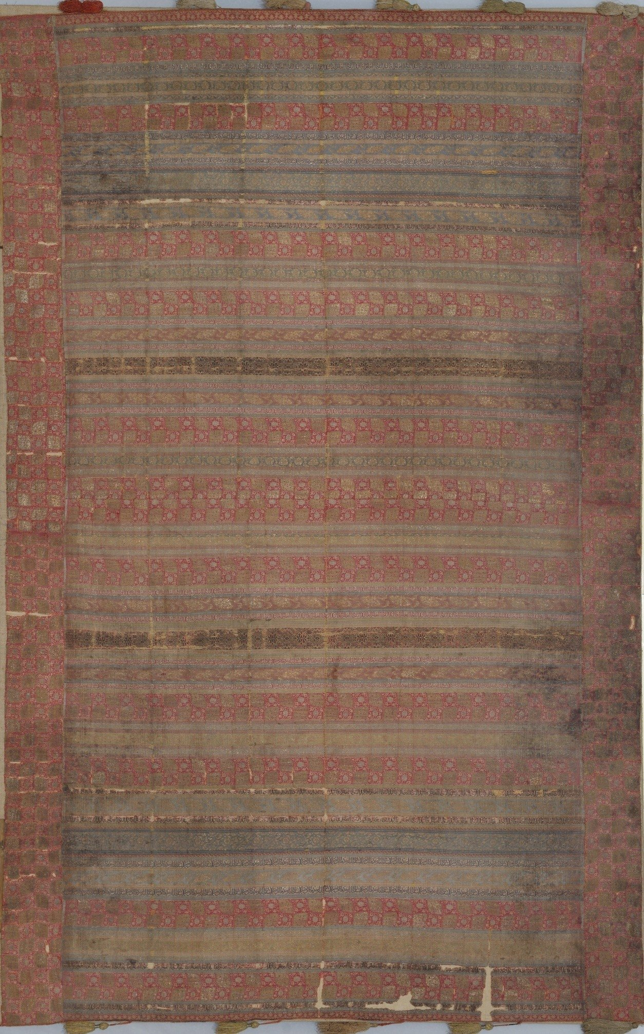 The Studenica Silk, with inscriptions naming Sultan Bayezıd, featuring silk and metal thread, lampas weave, possibly from Ottoman vilayet Bursa, 1389–1402. (Courtesy of Branko Strugar Studios)
