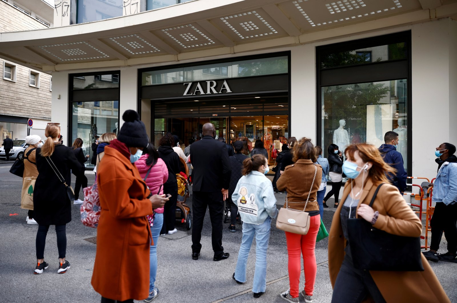 Customers stand in front of a Zara shop as non-essential businesses reopen after closing down for months, Nantes, France, May 19, 2021. (Reuters Photo)