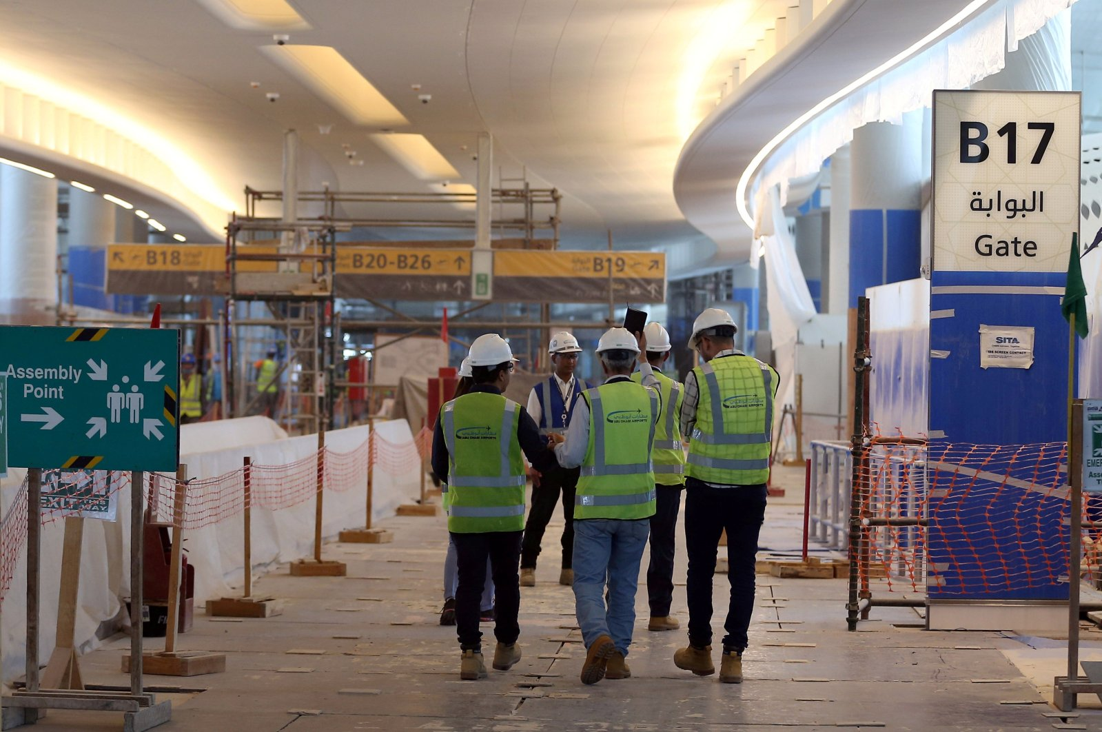 Visitors tour the construction site of the midfield terminal of Abu Dhabi International Airport in Abu Dhabi, United Arab Emirates, Nov. 6, 2017. (Reuters Photo)