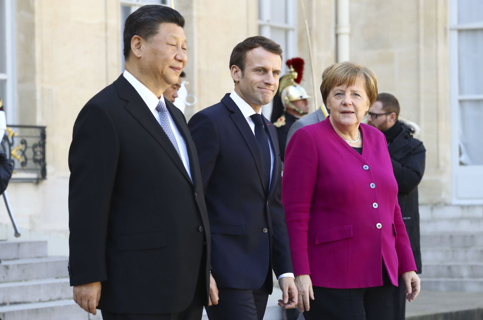 Chinese leader Xi Jinping (L), French President Emmanuel Macron (C) and German Chancellor Angela Merkel leave the Elysee Palace after a meetingon Mar. 29, 2019, Paris, France (Reuters File Photo)
