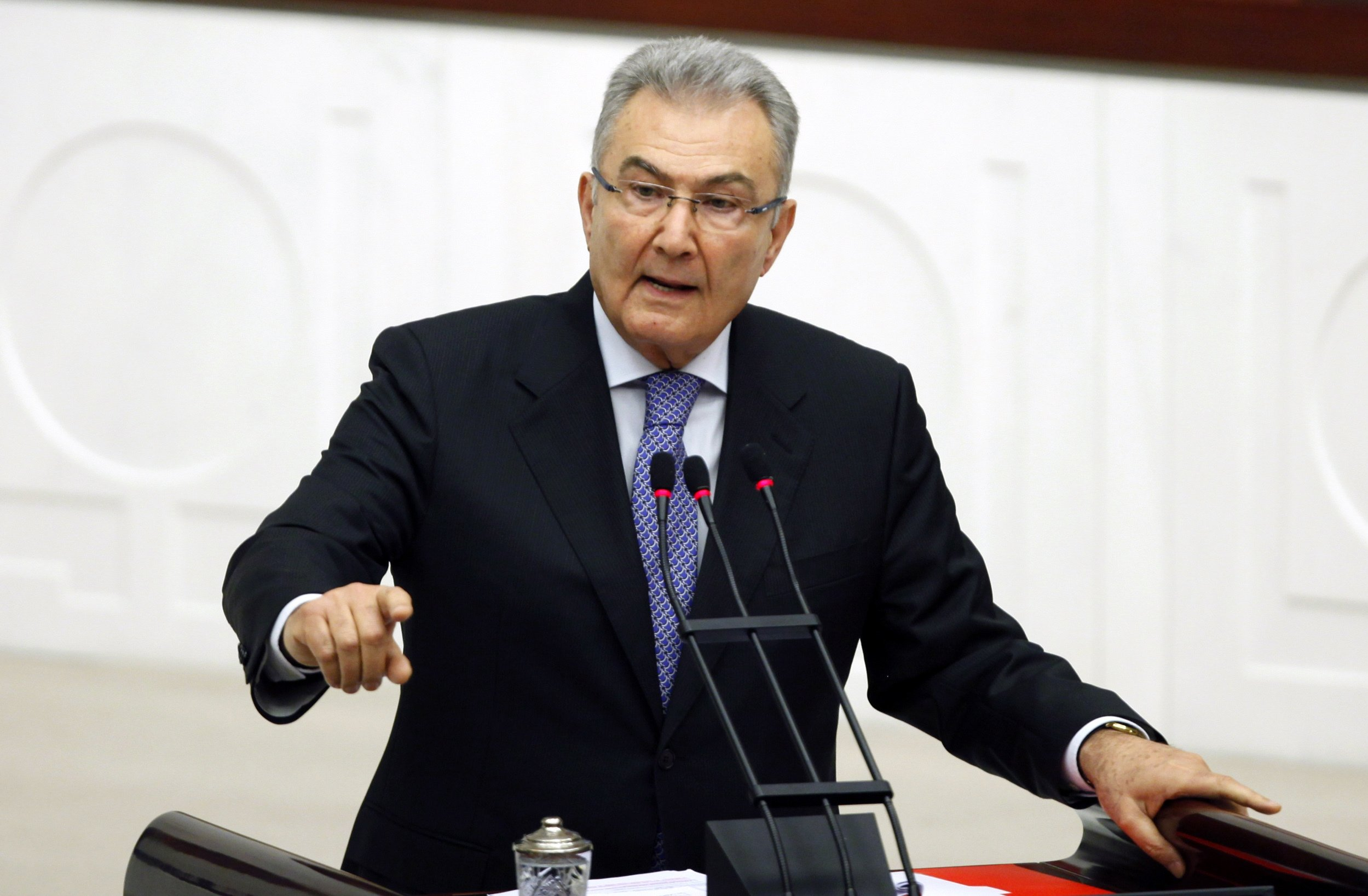 Republican People's Party's (CHP) former Chairman Deniz Baykal addresses members of parliament during a debate at the Turkish Parliament in Ankara, Turkey, April 19, 2010. (Reuters Photo)