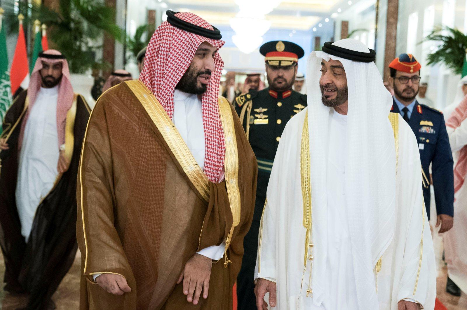 Abu Dhabi Crown Prince Sheikh Mohammed bin Zayed Al Nahyan receives Saudi Crown Prince Mohammed bin Salman at the Presidential Airport in Abu Dhabi, United Arab Emirates, Nov. 27, 2019. (Reuters Photo)
