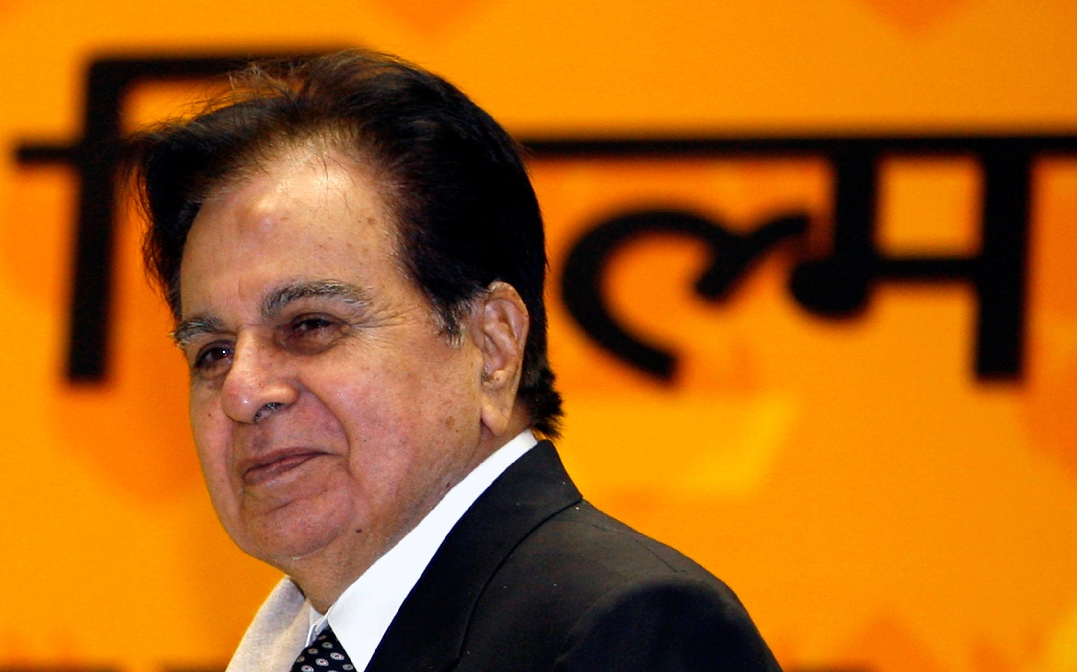 Bollywood star Dilip Kumar smiles after receiving a lifetime achievement award during the 54th national film awards ceremony in New Delhi, India, Sept. 2, 2008. (REUTERS Photo)