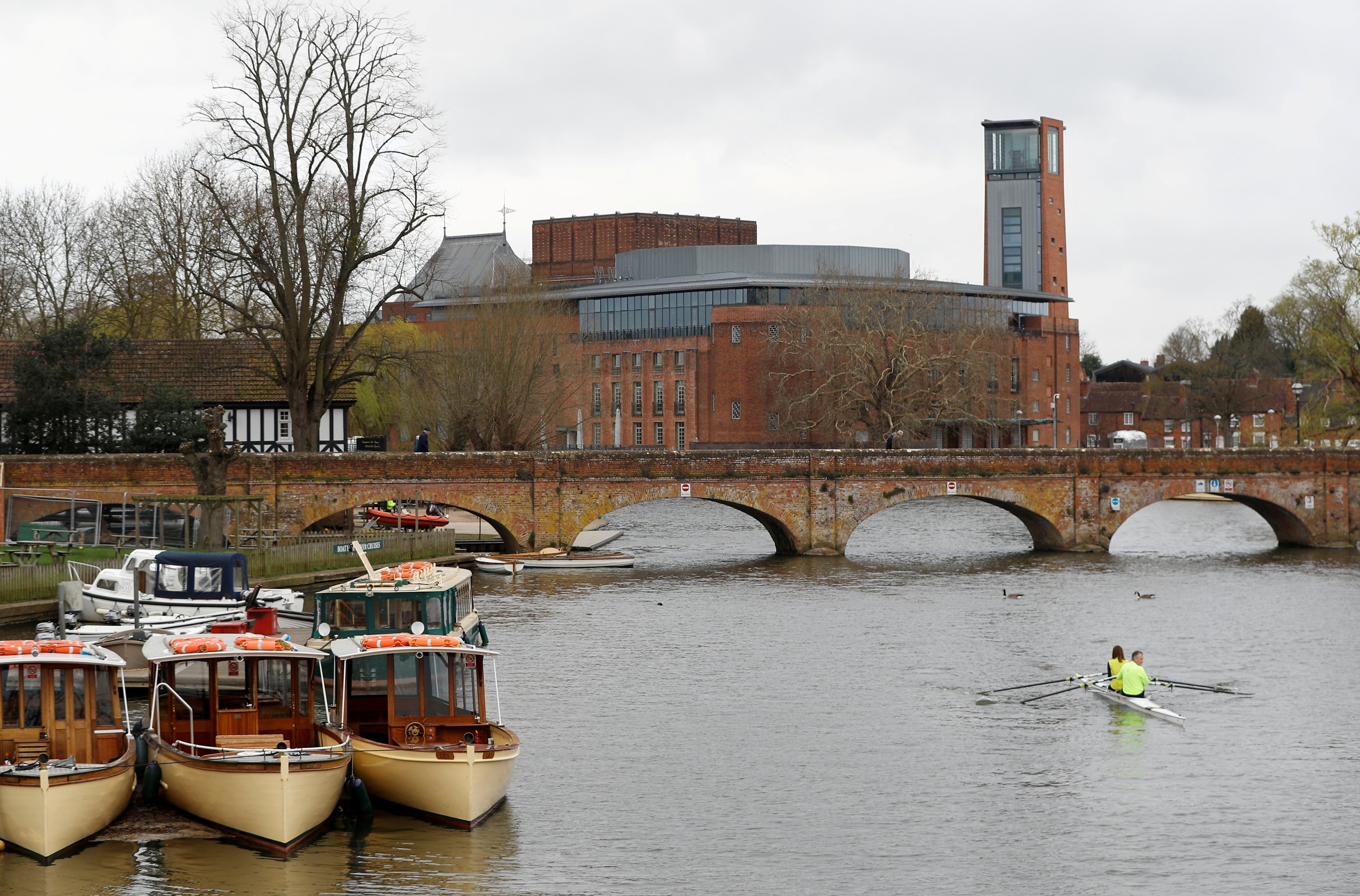 The Royal Shakespeare Company's theater complex is seen beyond the footbridge in Stratford-upon-Avon, U.K., March 22, 2019. (Reuters Photo)
