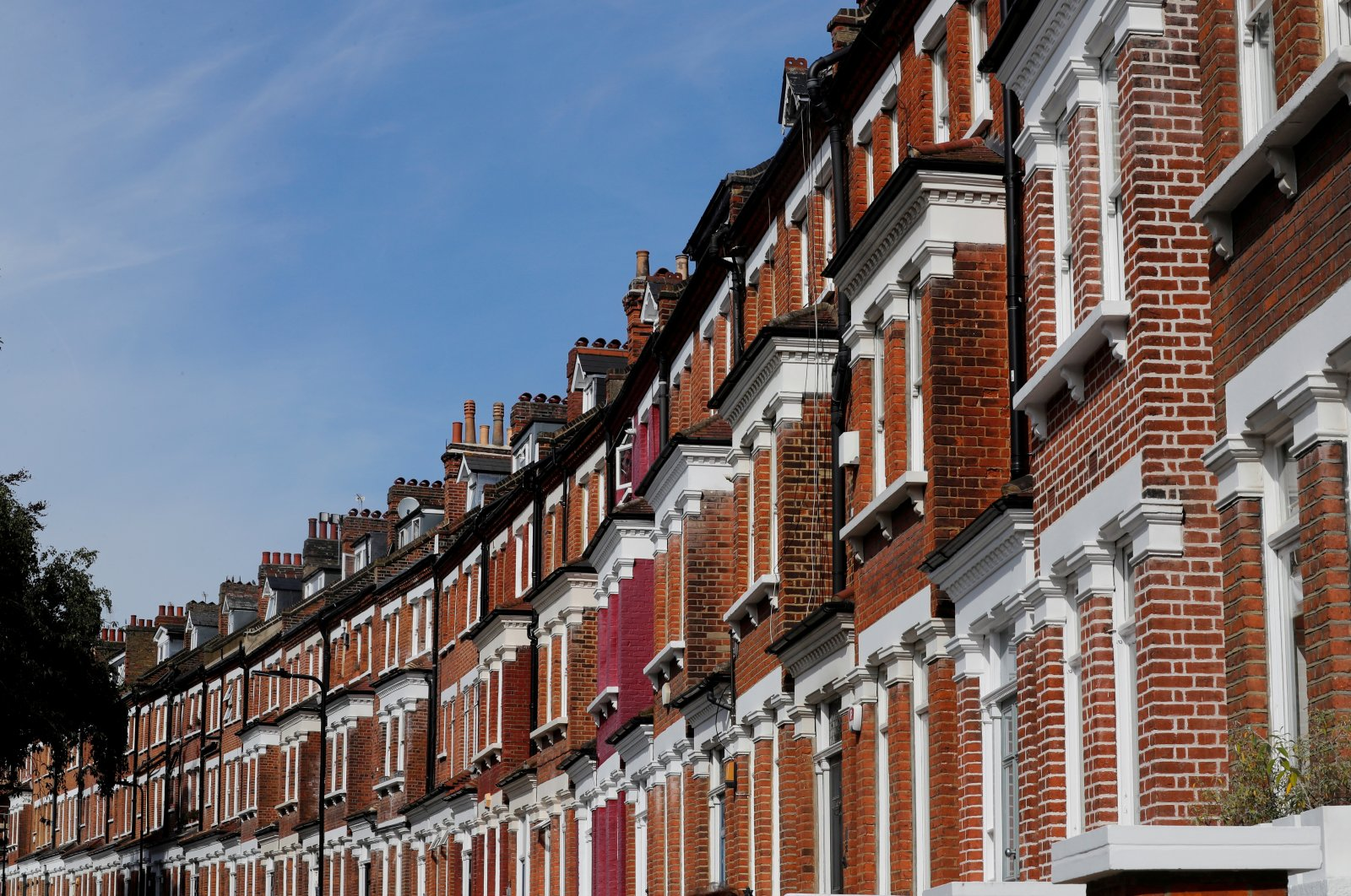 Terraced houses are seen in Primrose Hill, London, U.K., Sept. 24, 2017. (Reuters Photo)