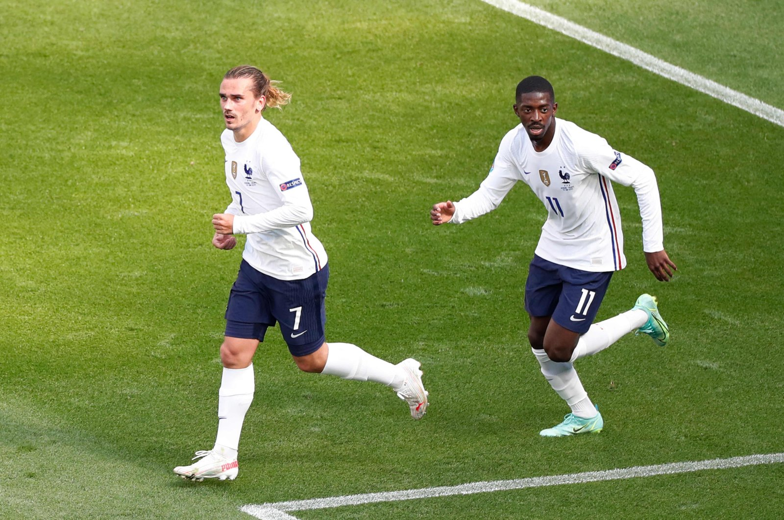 France's Antoine Griezmann (L) celebrates scoring his team's first goal with teammate Ousmane Dembele during a UEFA Euro 2020 match against Hungary at Puskas Arena, Budapest, June 19, 2021. (AFP Photo)