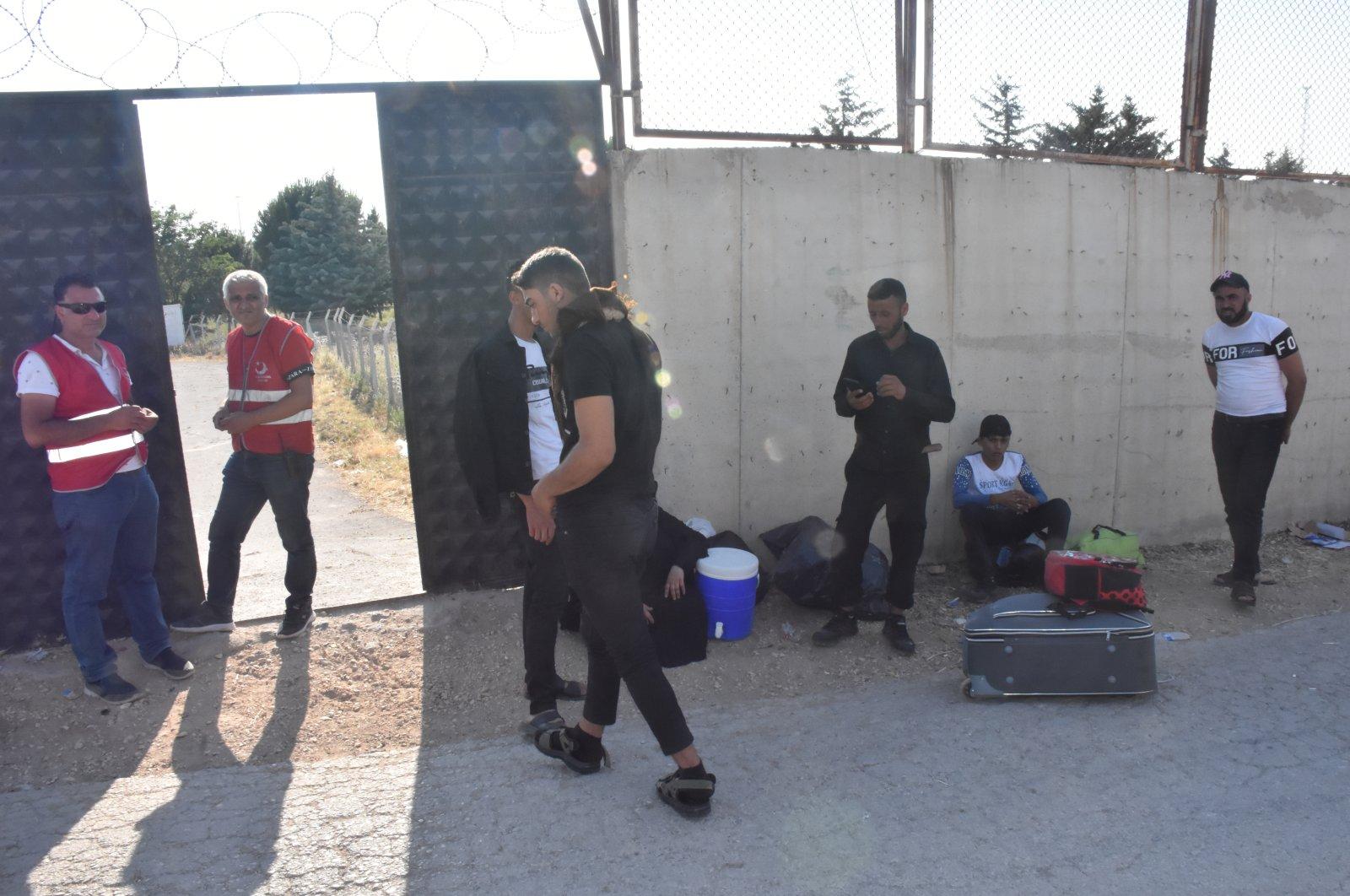 Syrians crossing to see their relatives ahead of Eid al-Adha via the Öncüpınar Border Gate in Turkey's southeastern province of Kilis, Turkey, July 7, 2021. (AA Photo)