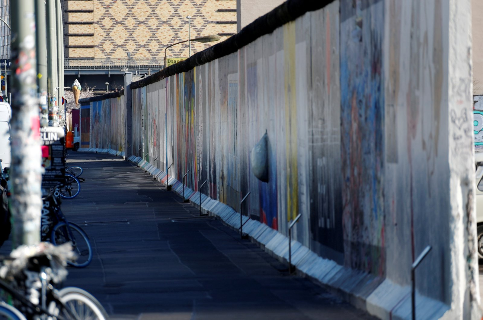 The empty East Side Gallery, the largest remaining part of the former Berlin Wall, is pictured during the coronavirus disease (COVID-19) outbreak in Berlin, Germany, March 25, 2020.  (Reuters Photo)