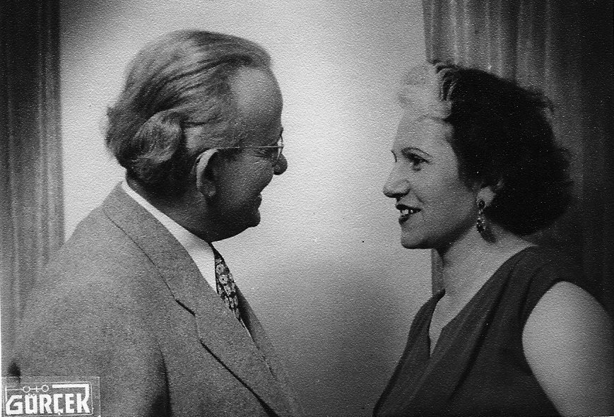 An old photo of Tevfik Ileri (L) with his wife Vasfiye Ileri. (Archive Photo)