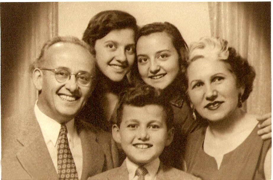 An old photo shows (L-R) Tevfik Ileri, his daughters Cahide and Ayşe, his wife Vasfiye and his son Cahit in the middle. (Archive Photo)