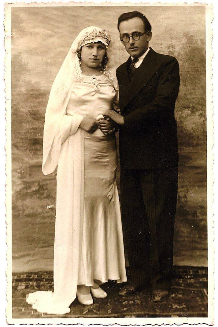 An old wedding photo shows Tevfik Ileri (R) and Vasfiye Ileri. (Archive Photo)