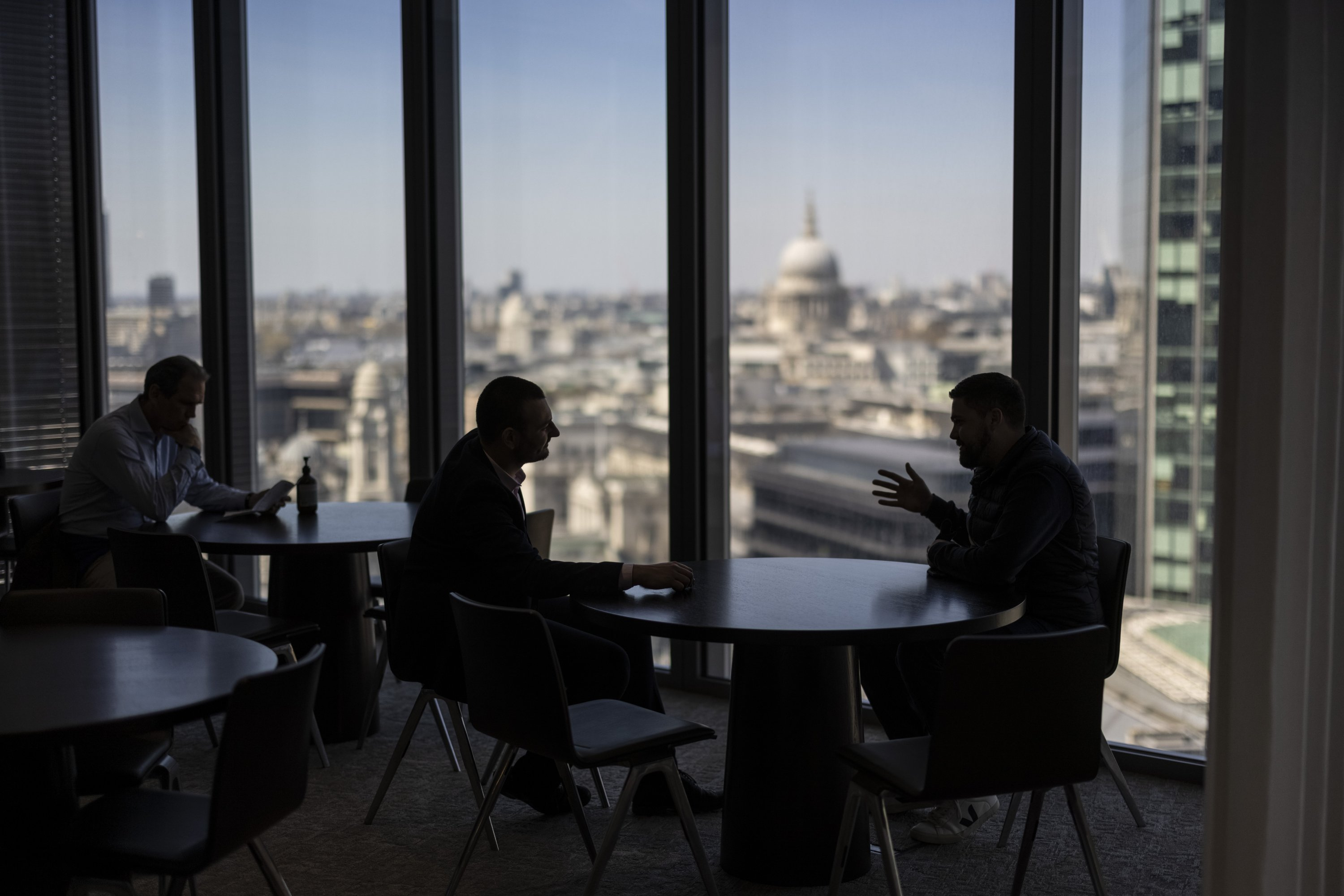 Office workers sit in view of St Paul's Cathedral in the City of London, U.K., on Monday, April 26, 2021. (Getty Images)