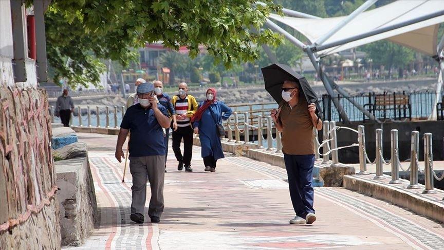 People wearing masks walk on a street in Zonguldak, northern Turkey, May 21, 2020. (AA PHOTO)