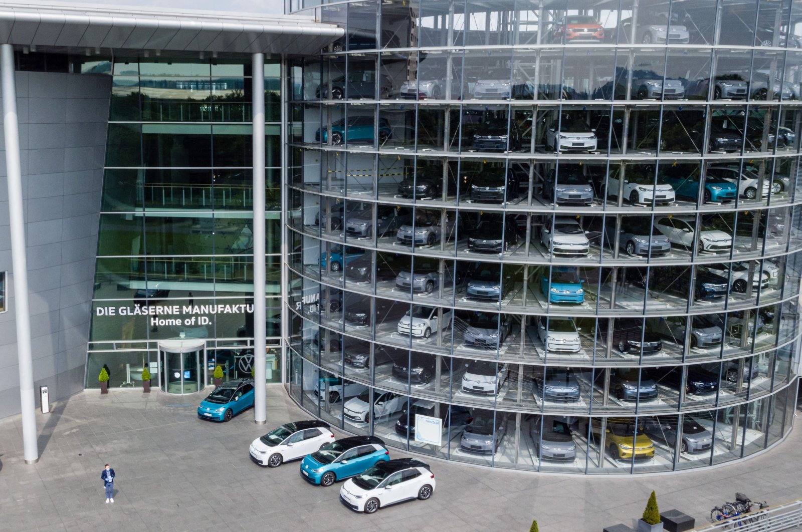 ID 3 electric cars of German carmaker Volkswagen are pictured at the Glassy Manufactory (Glaeserne Manufaktur) production site in Dresden, eastern Germany, June 8, 2021. (AFP Photo)