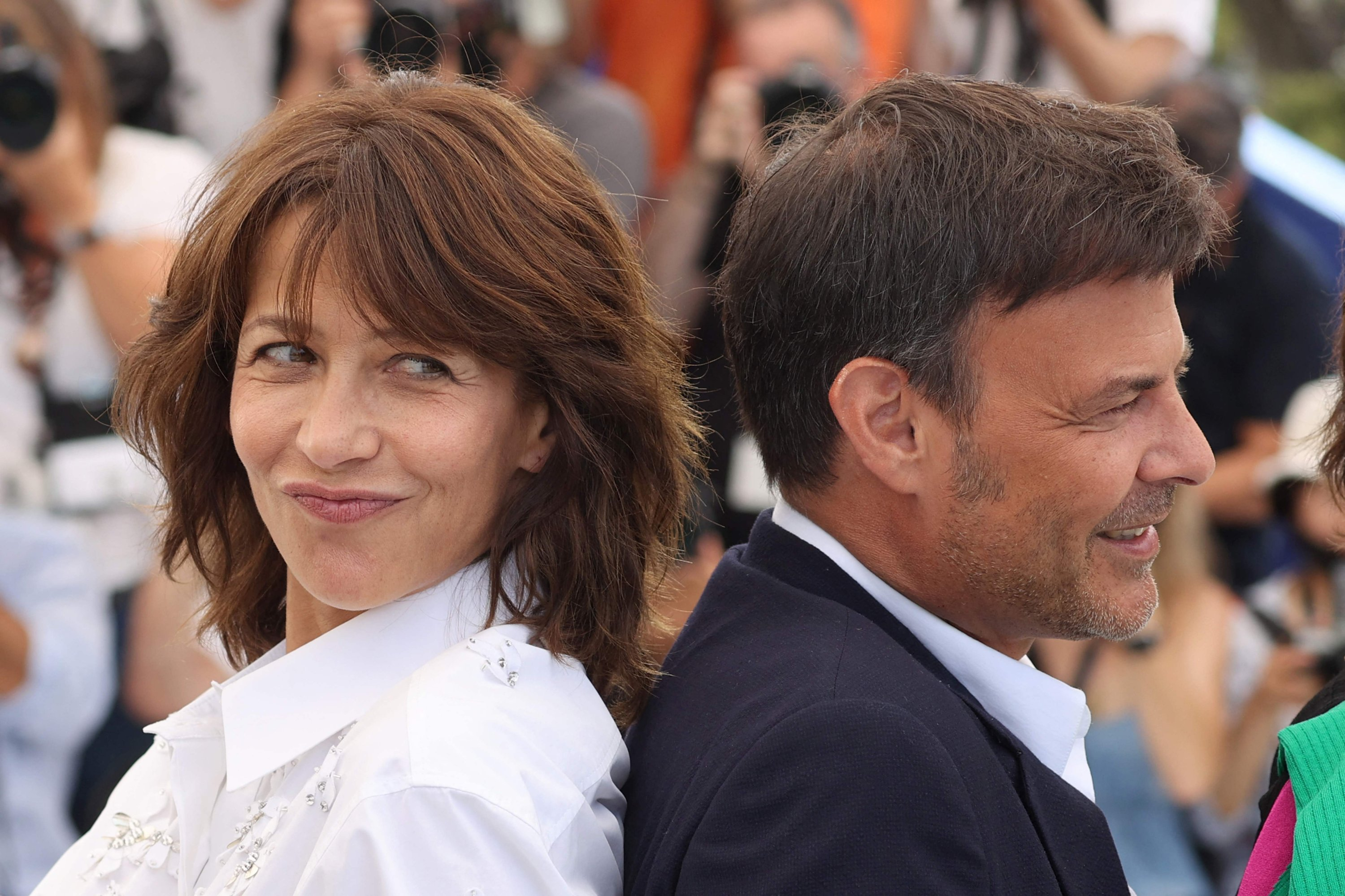 French actress Sophie Marceau (L) poses with French director Francois Ozon during a photocall for the film 'Tout s'est Bien Passe' ('Everything Went Fine') at the 74th edition of the Cannes Film Festival in Cannes, southern France, July 8, 2021. (AFP Photo)