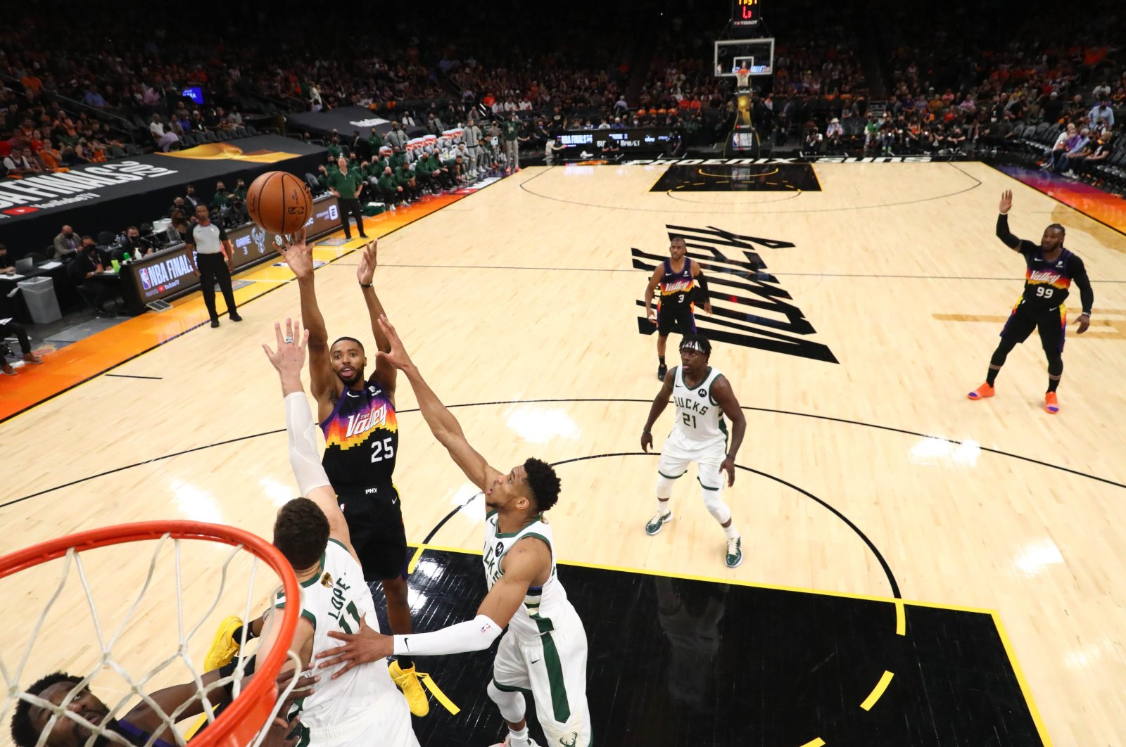 Phoenix Suns forward Mikal Bridges (25) shoots agaisnt Milwaukee Bucks forward Giannis Antetokounmpo (34) in game two of the 2021 NBA Finals at Phoenix Suns Arena, in Phoenix, U.S., July 8, 2021. (Reuters Photo)