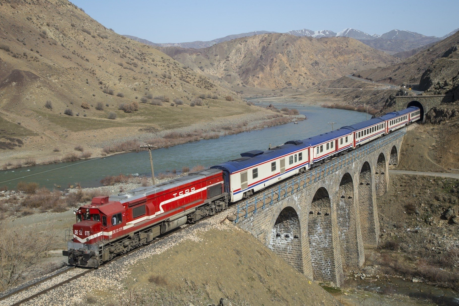 The Kurtalan Express departs from Ankara and arrives in Siirt in just over a day.