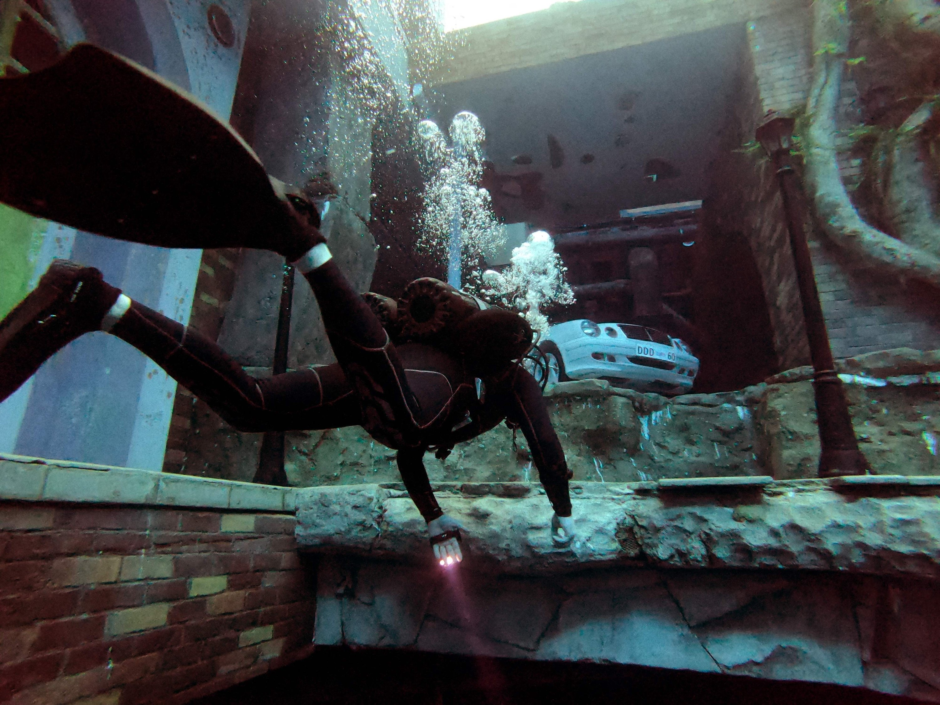 A diver explores a mock sunken city as he experiences Deep Dive Dubai, the deepest swimming pool in the world reaching 60 meters (nearly 200 feet), in the United Arab Emirates, July 10, 2021. (AFP Photo)