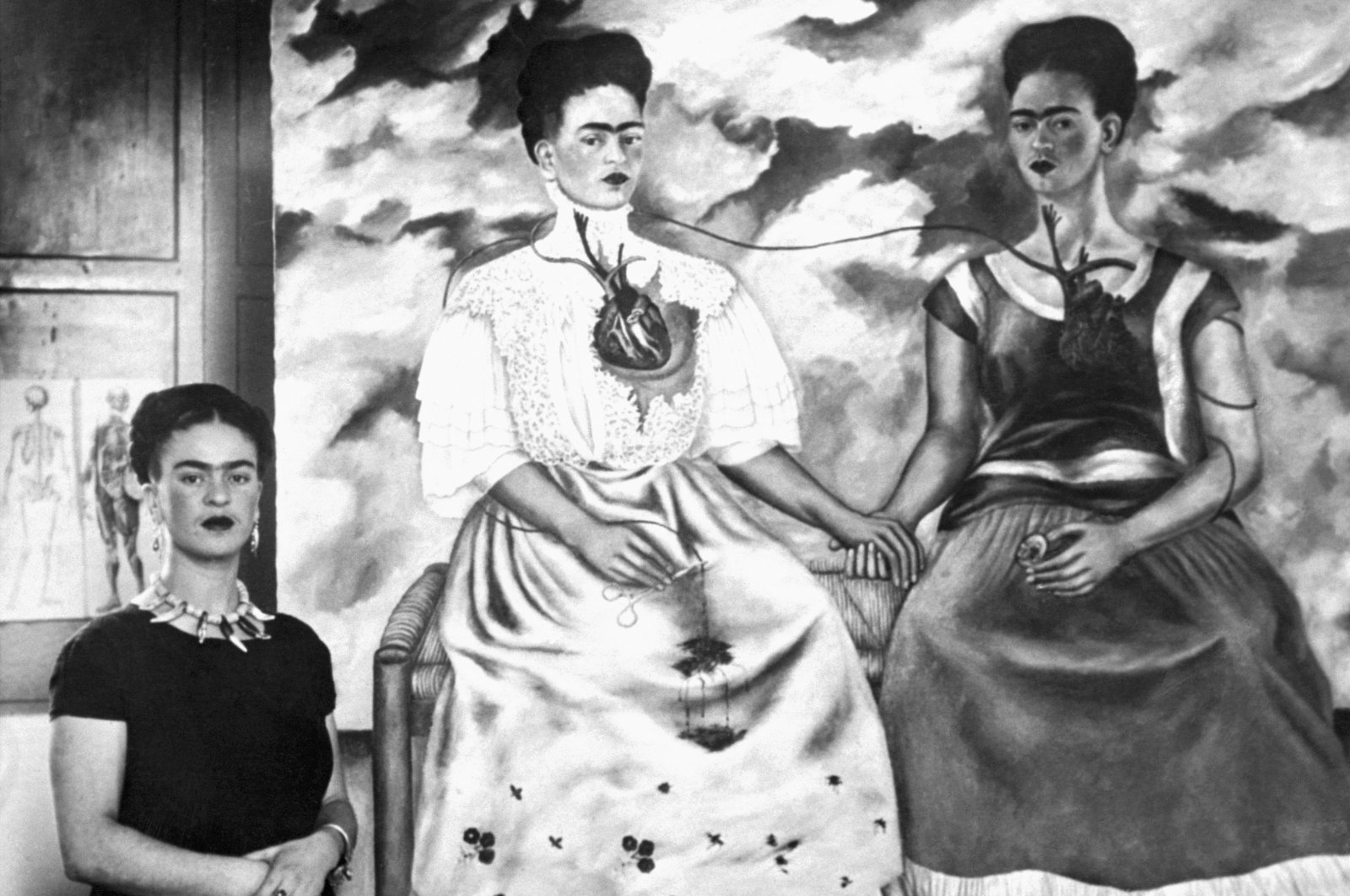 """Frida Kahlo (L) poses with her painting """"Me Twice,"""" Oct. 24, 1939. (Getty Images)"""